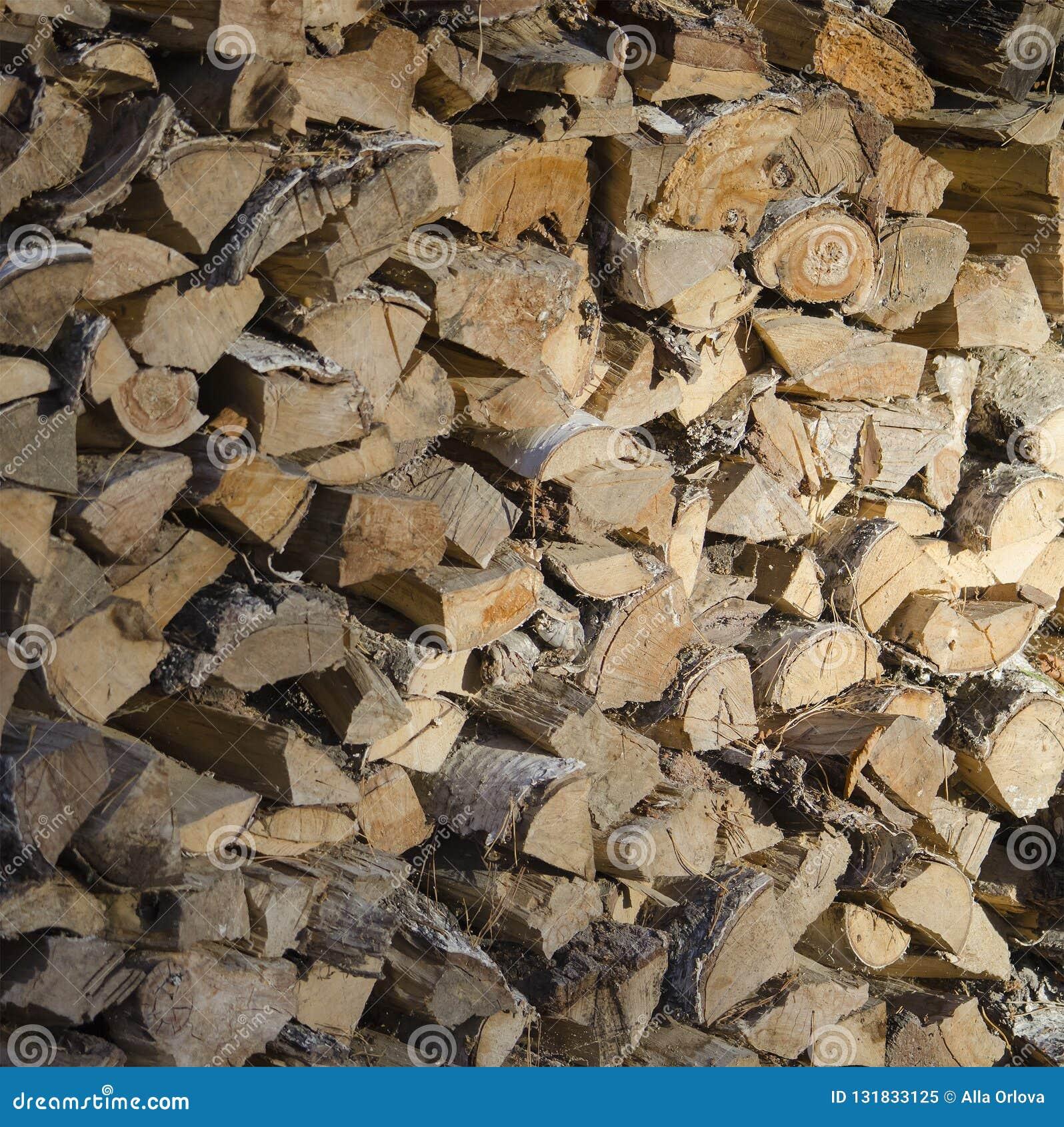 Odłupany i piłujący drewno dla rozogniać pa