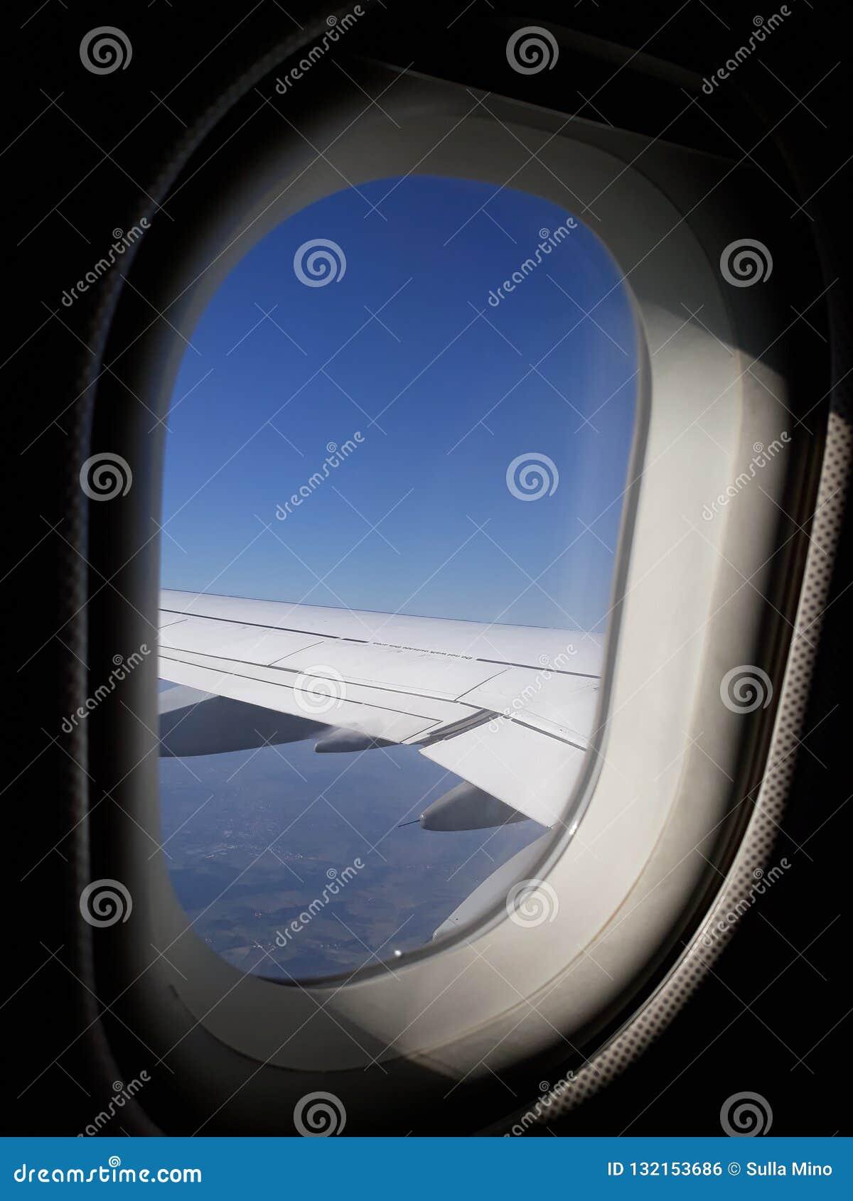 Od samolotowego okno widzię piękne chmury