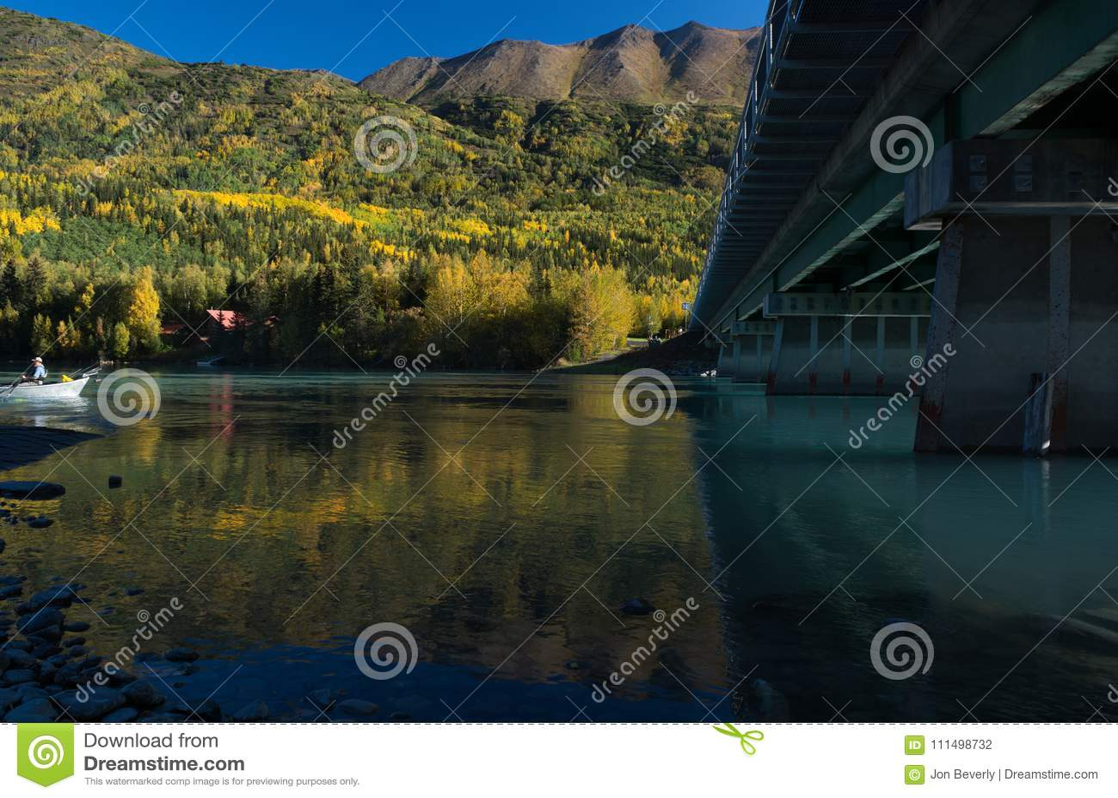 Odbicia w mosta cieniu