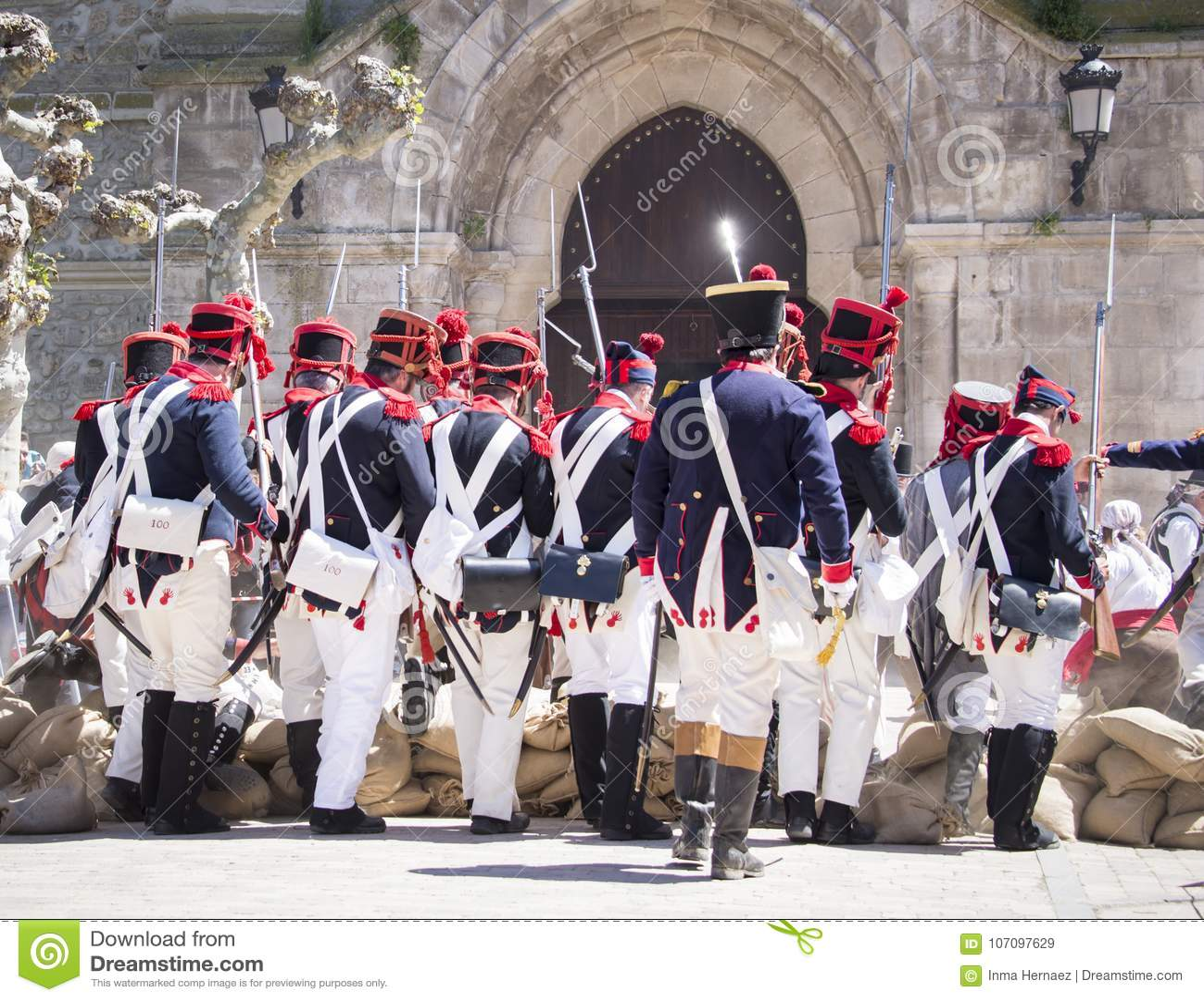 Odbudowa Napoleoński wojsko Napoleoński wojsko zbliża się okop