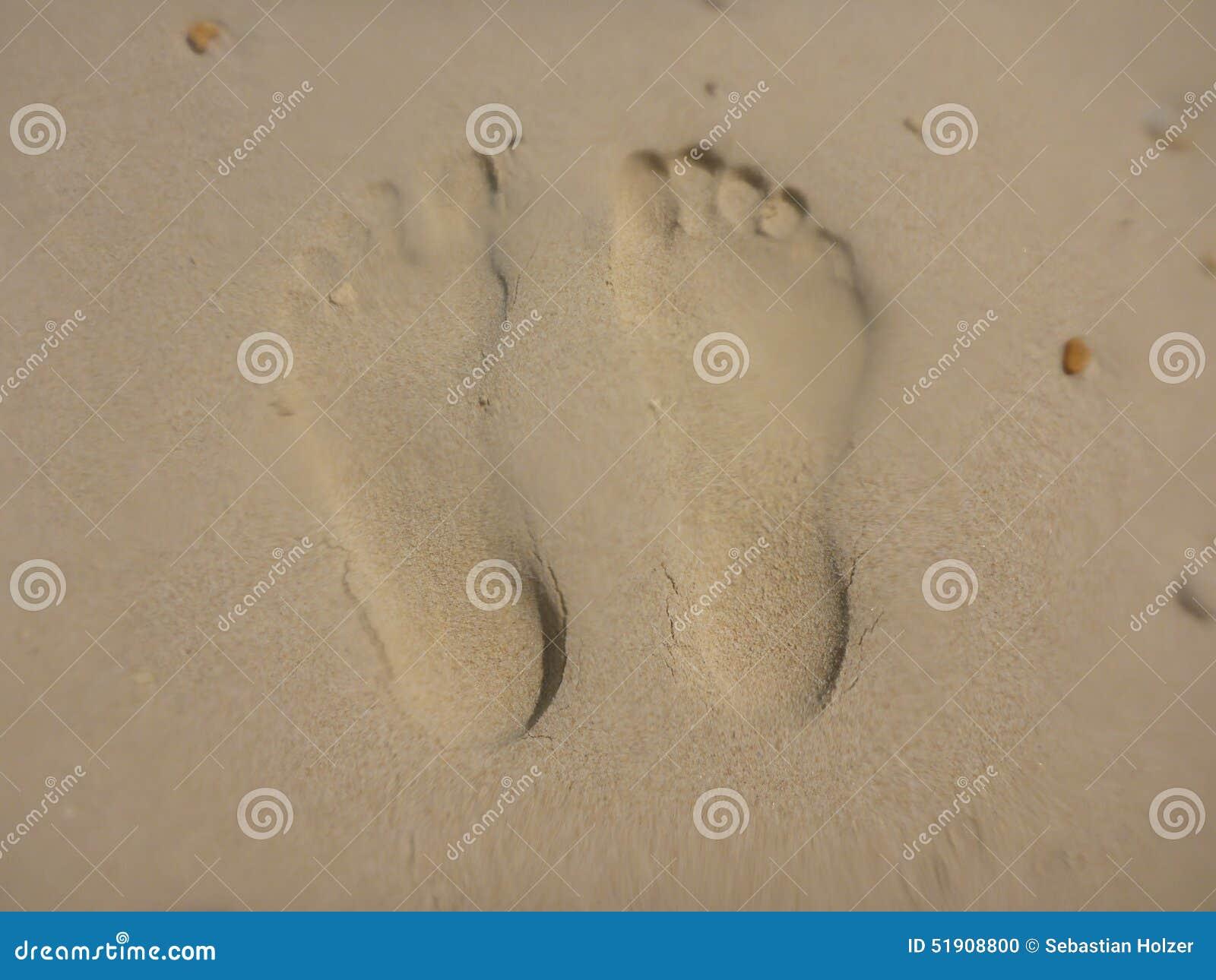 Odcisk stopy w piasku