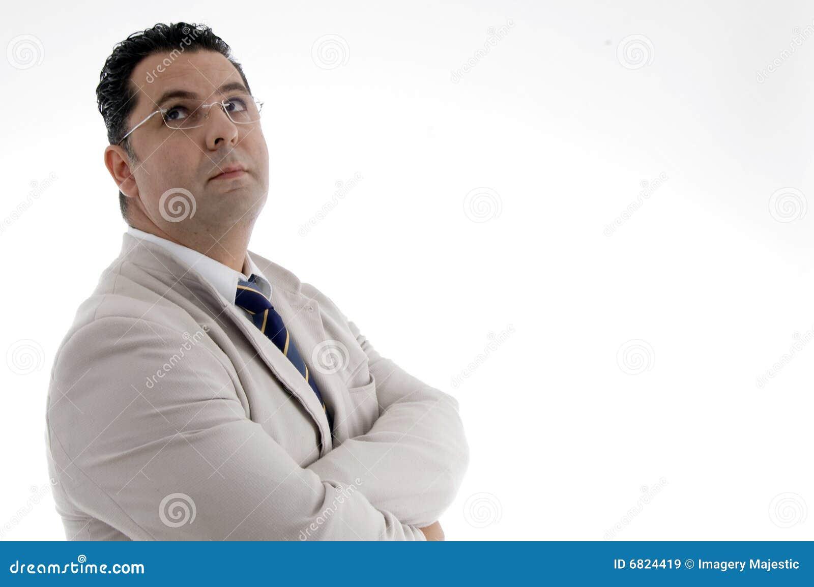 Oddolny przyglądający biznesmena portret
