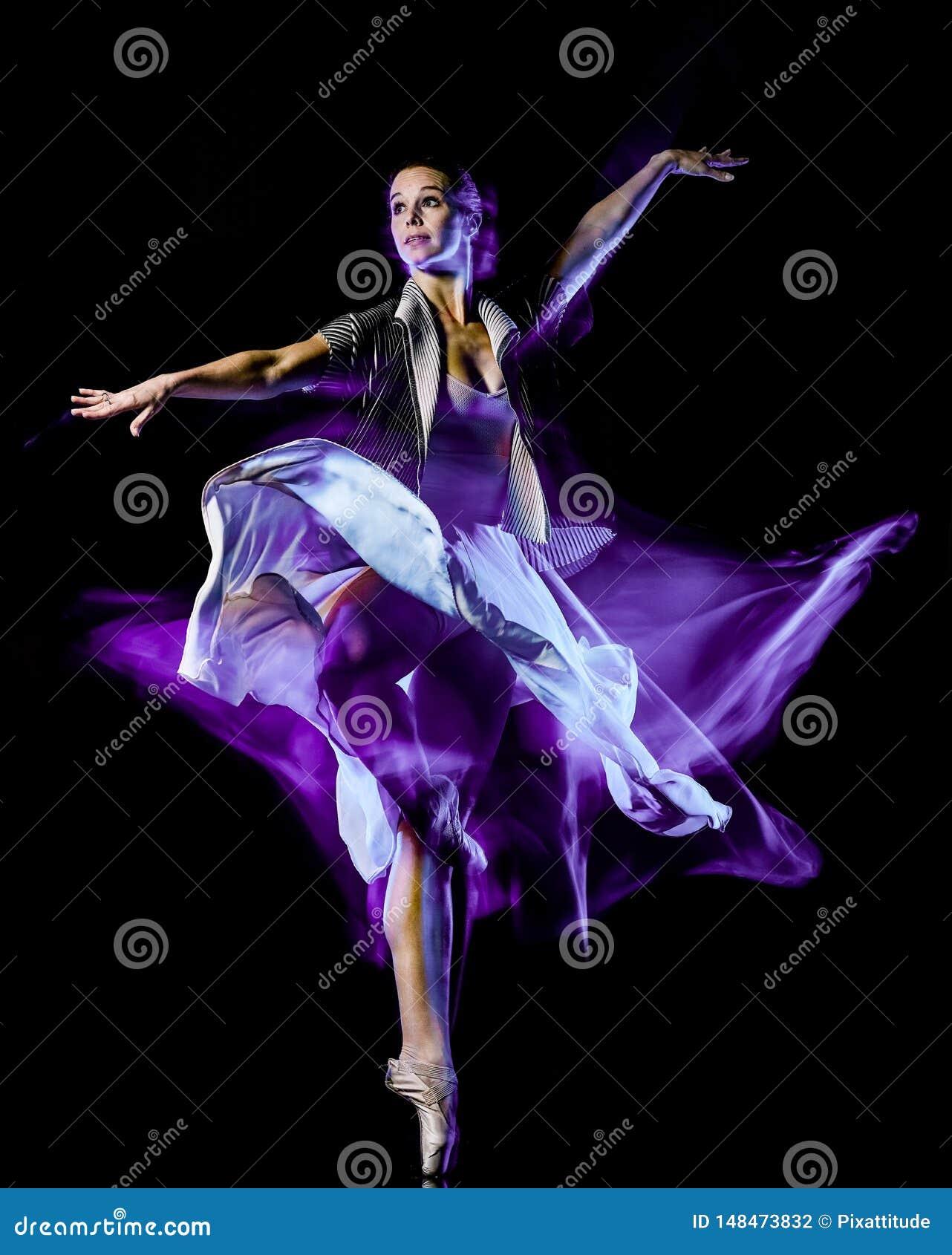 Odern baletniczego tancerza dancingowa kobieta odizolowywa? czarnego bacground