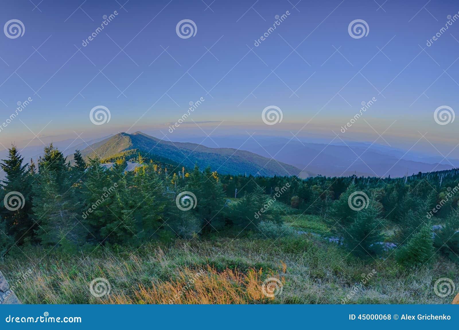 Odgórna góra Mitchell przed zmierzchem