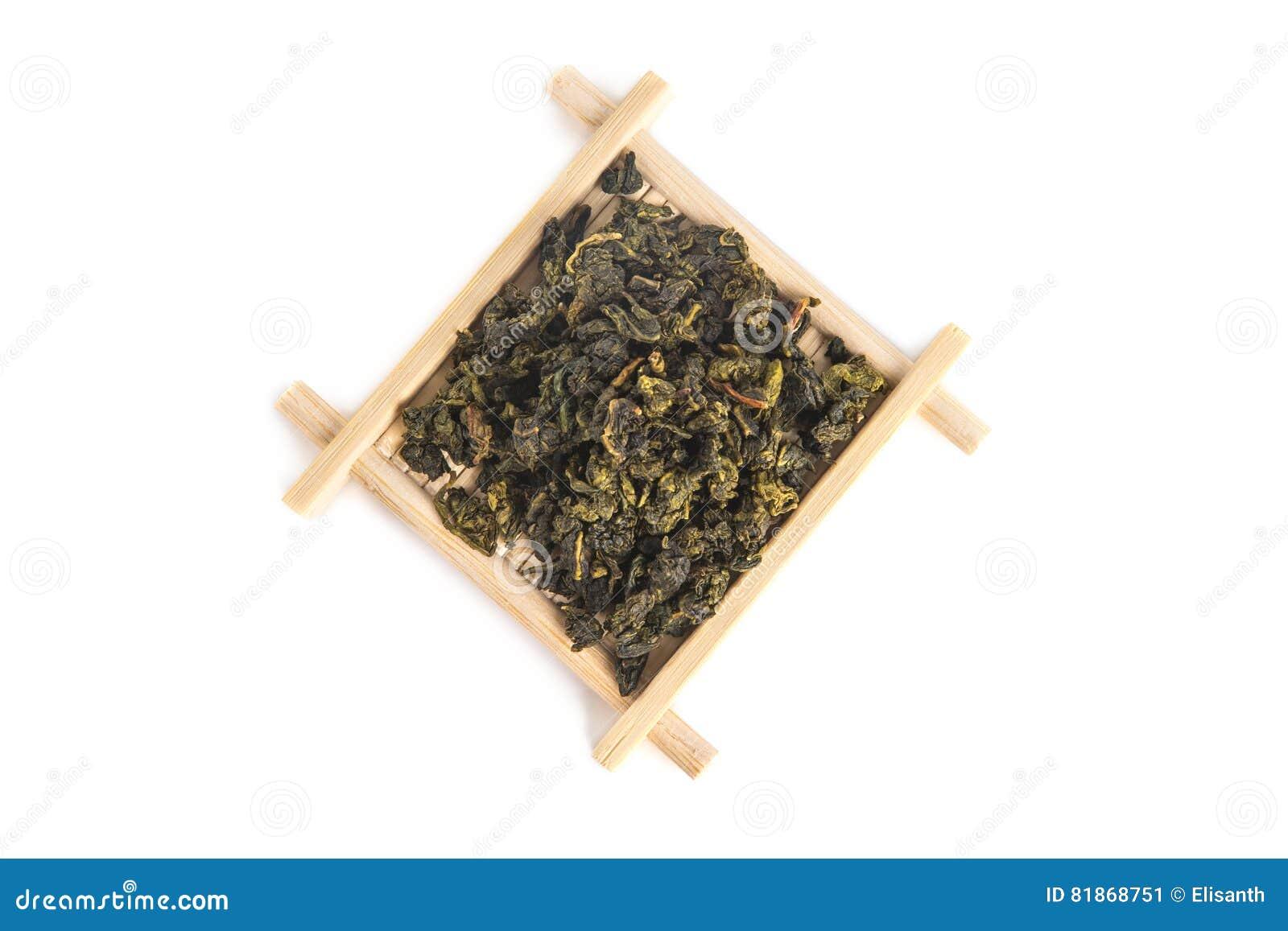 Odgórny widok bambusowa porci taca z krawata Guan Yin Oolong herbatą
