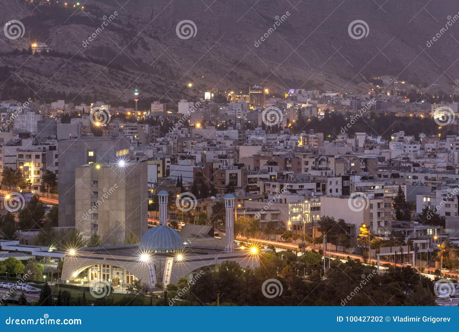 Odgórny widok noc i miasto zaświeca, Shiraz, Iran