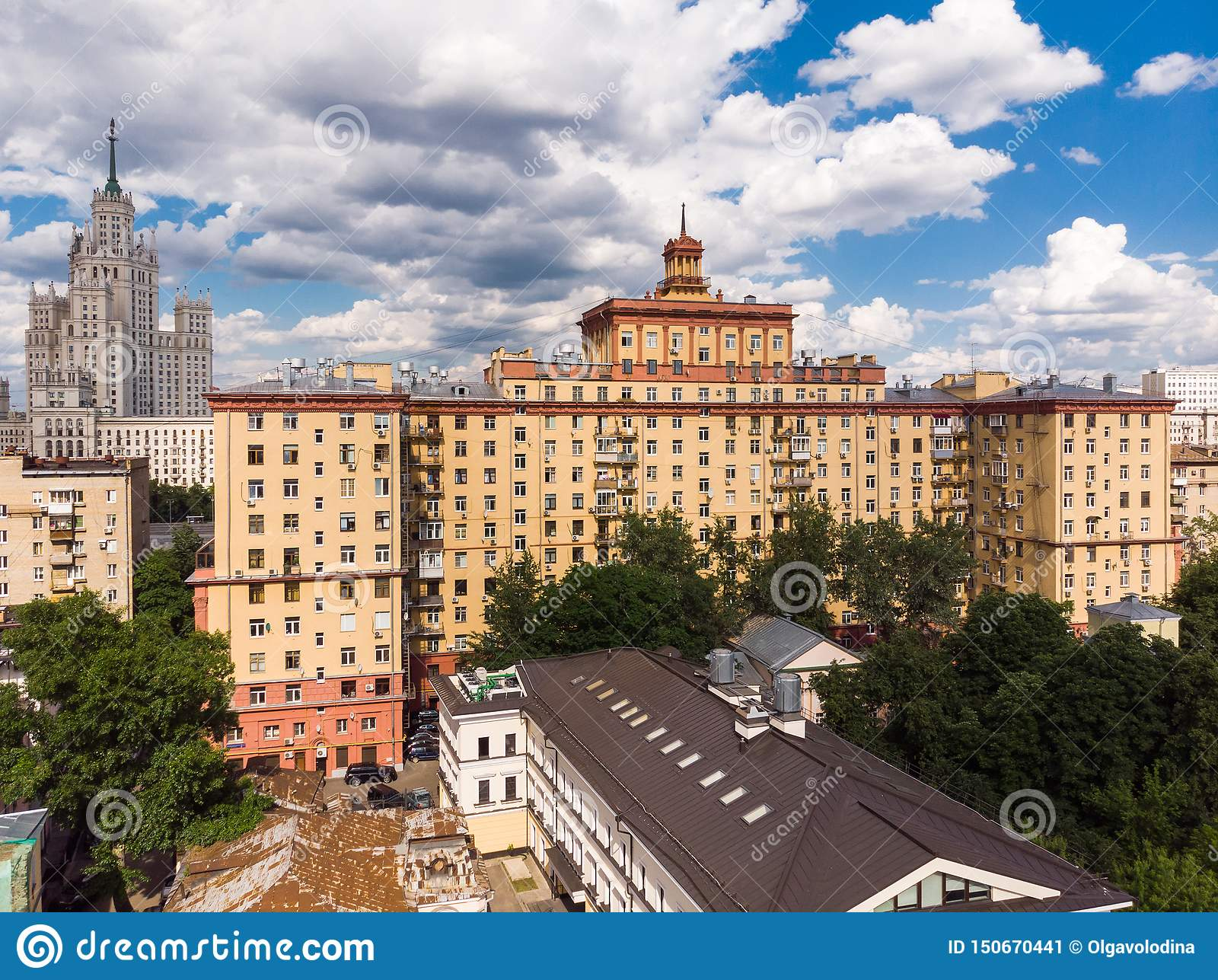 Odgórny widok starzy domy w centrum w Moskwa, Rosja