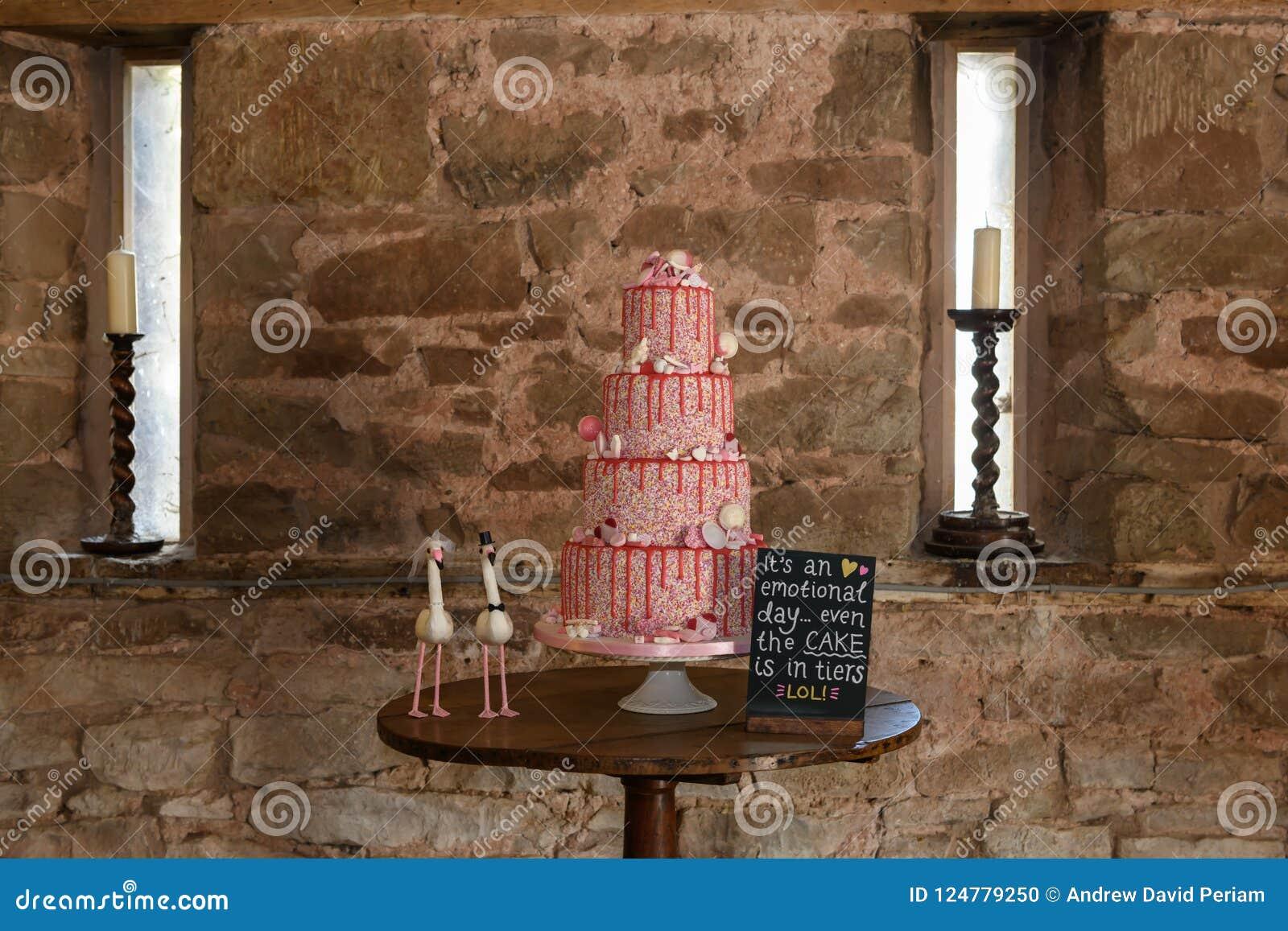 Odkrywczość ślubny tort