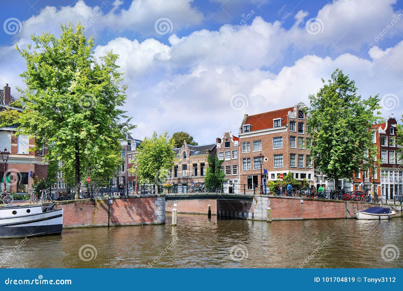 Odnawiący dwory w Amsterdam kanału dziejowym pasku, Ntherlands