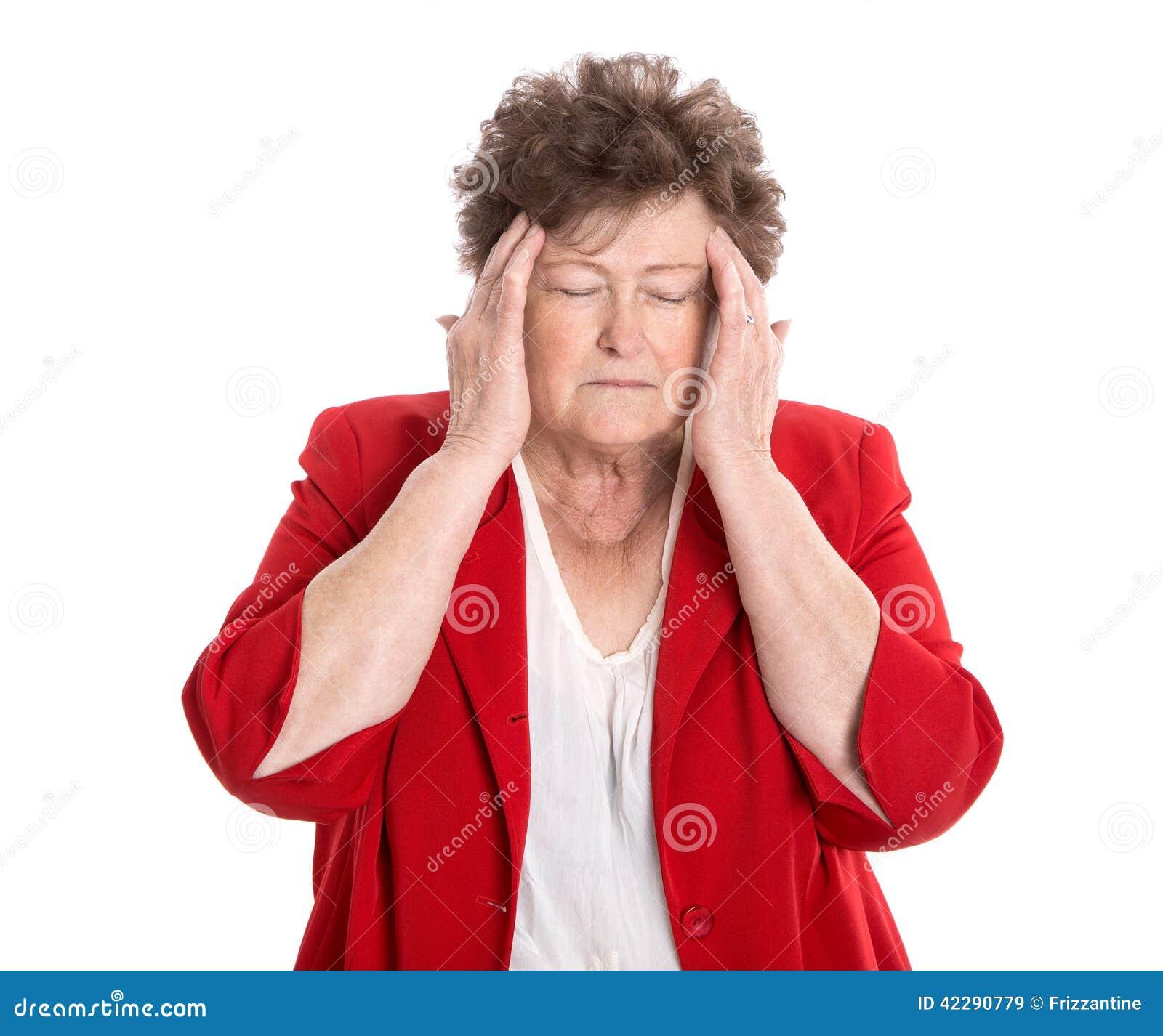 Odosobniona stara kobieta z migreną, migreną lub zapominalskością,