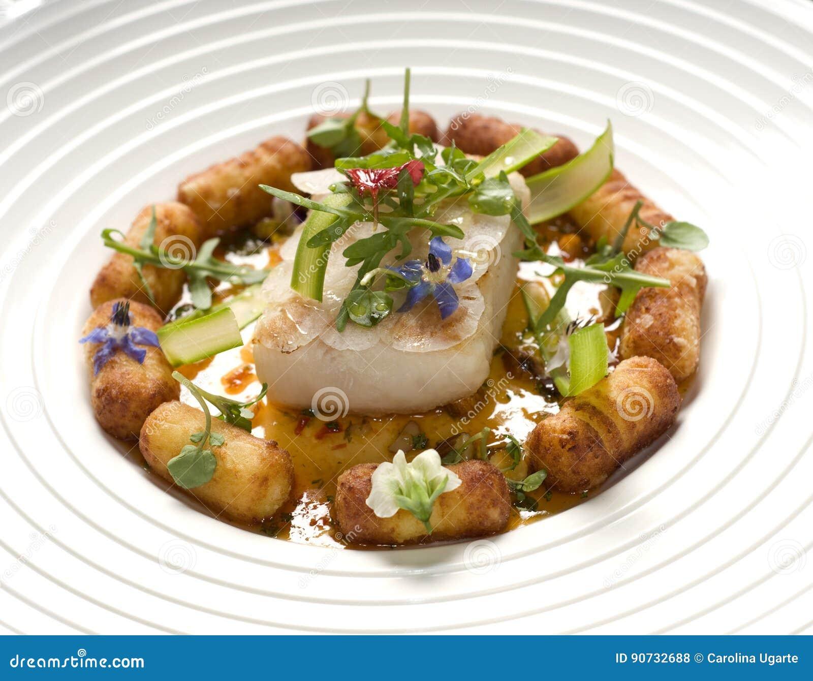 Odparowana ryba z kartoflanymi croquettes