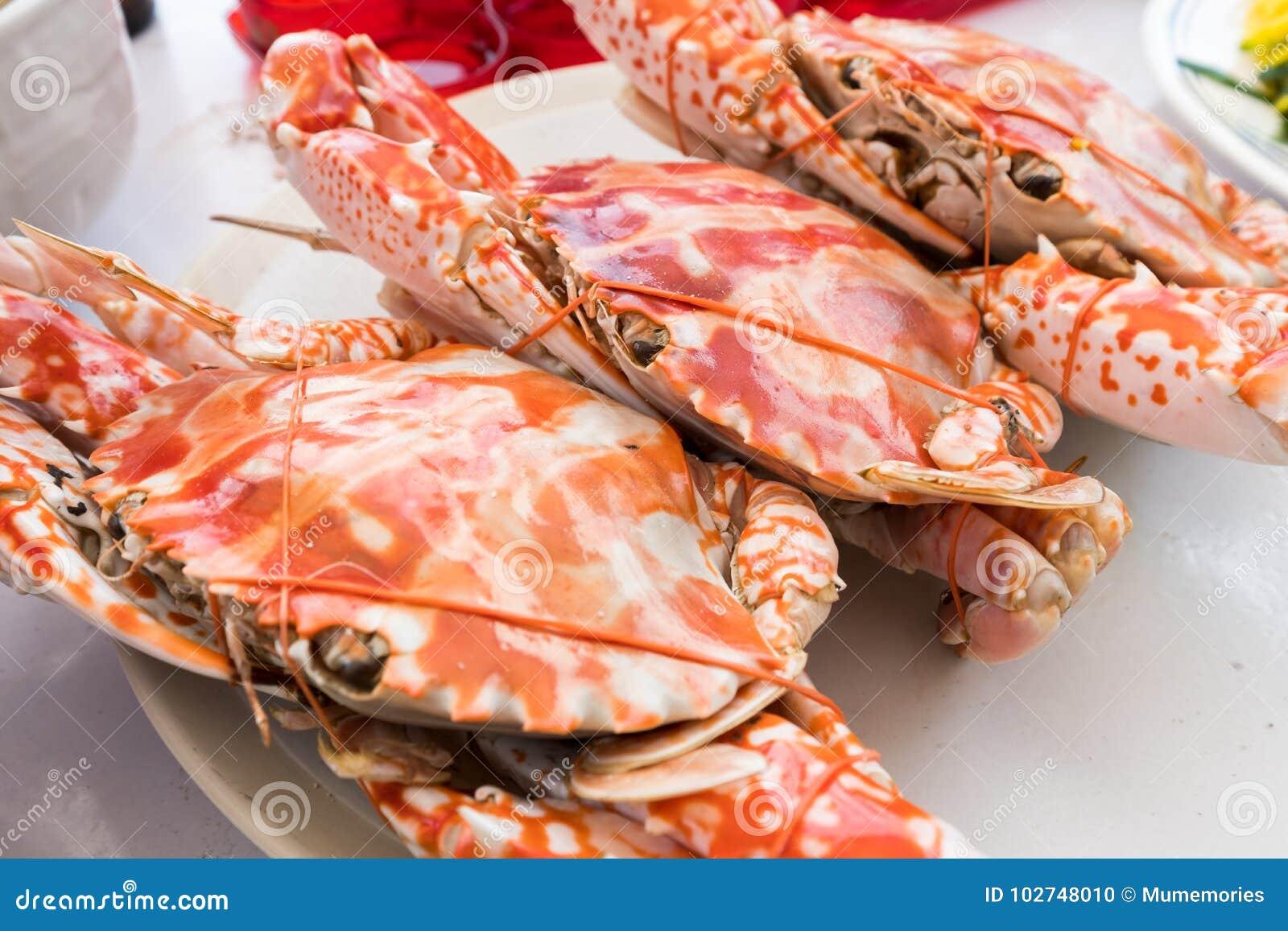 Odparowani Błękitni kraby w talerzu