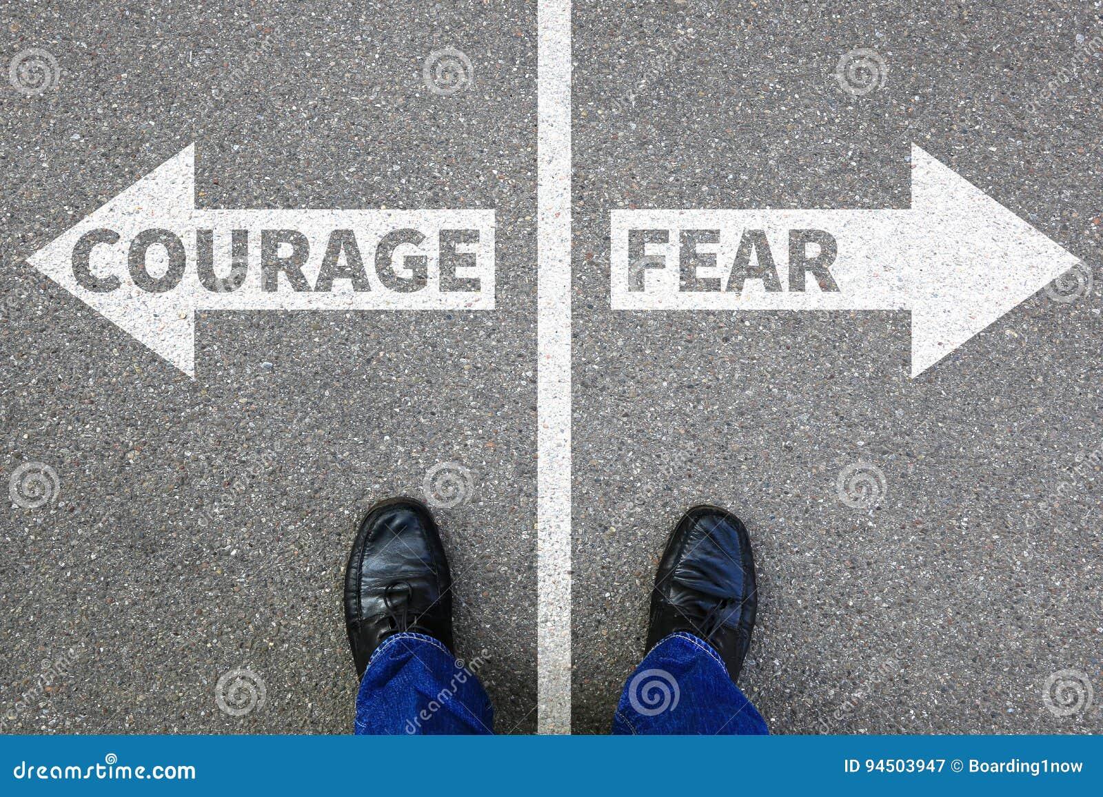 Odwaga i strachu ryzyka zbawczej przyszłościowej siły silny biznesowy przeciw