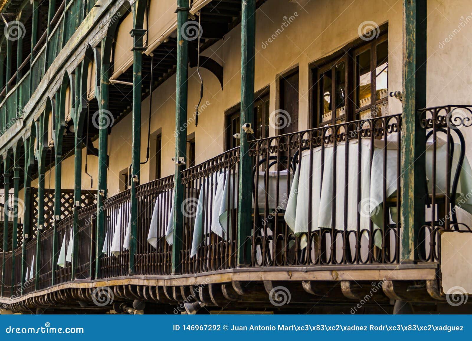 Odwiedza średniowieczny miasto Chinchon, Madryt, Hiszpania