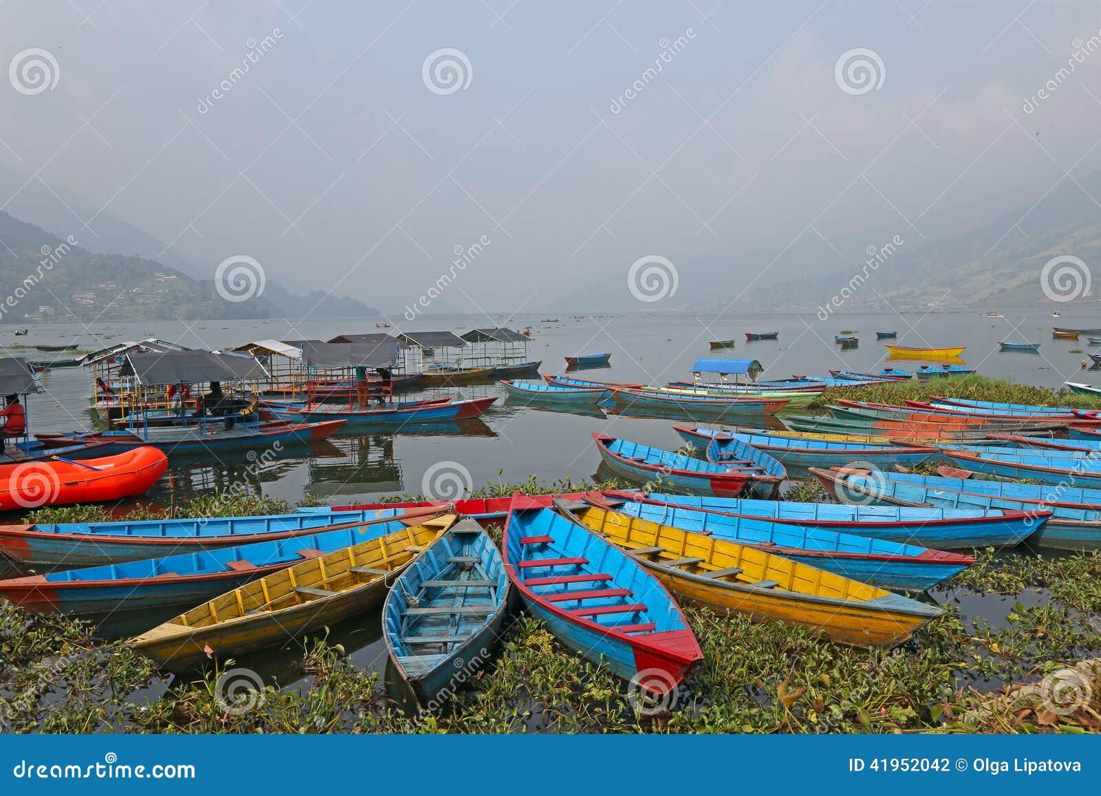 Łodzie na jeziorze w Azja