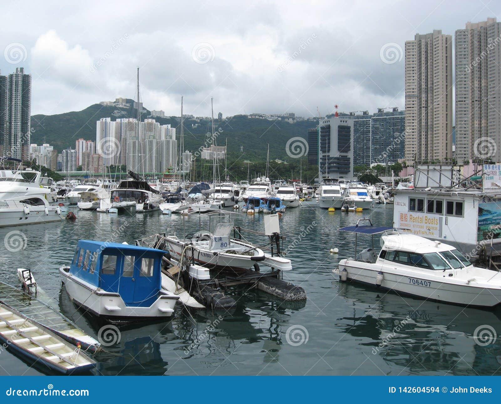 ?odzie przy marina w Aberdeen, Hong Kong