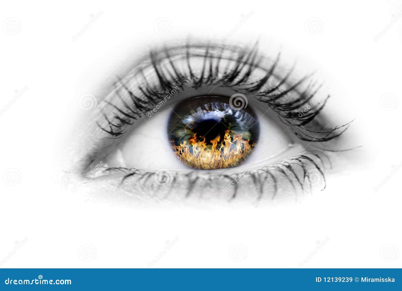 Oeil avec l incendie dans les yeux