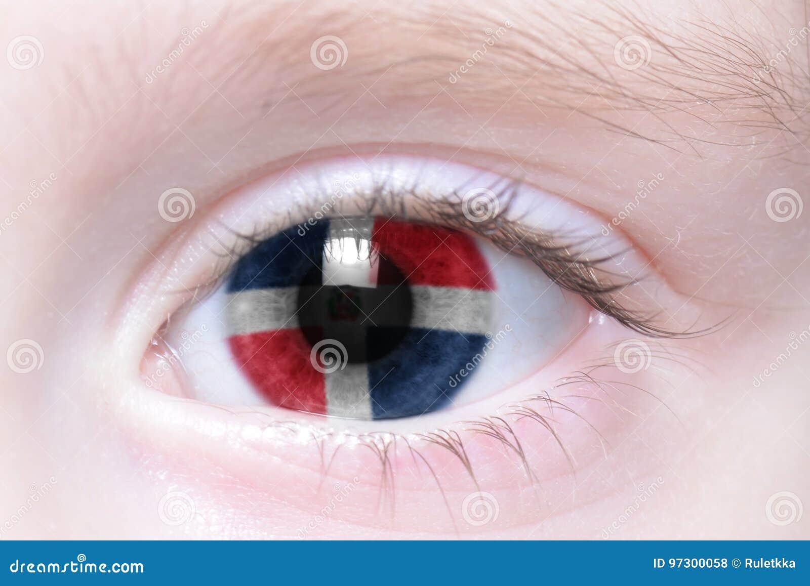 Oeil humain avec le drapeau national de la République Dominicaine
