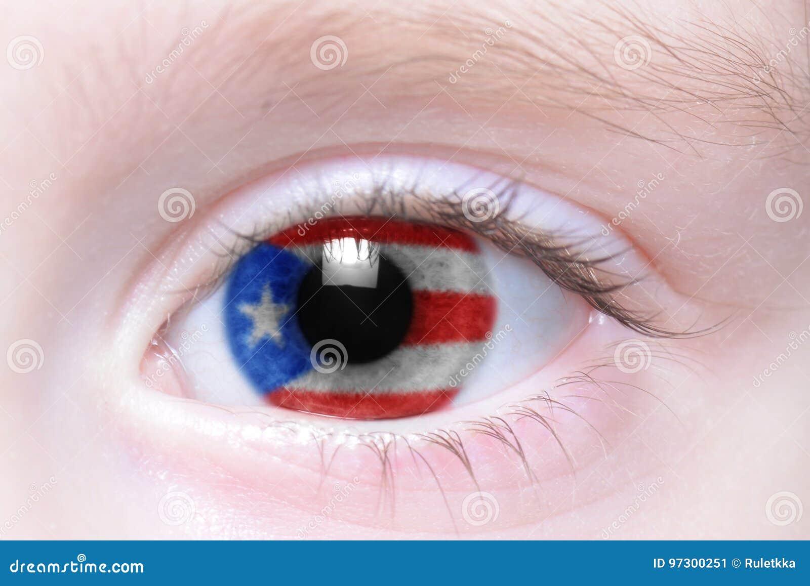 Oeil humain avec le drapeau national du Porto Rico