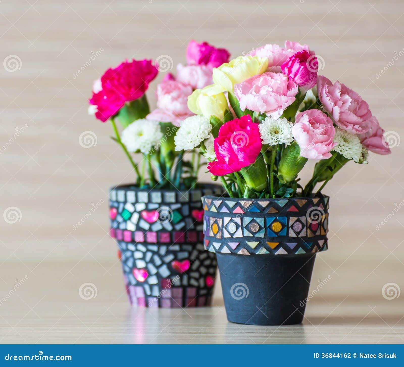 oeillet dans le pot de fleur de mosa que photographie stock image 36844162. Black Bedroom Furniture Sets. Home Design Ideas