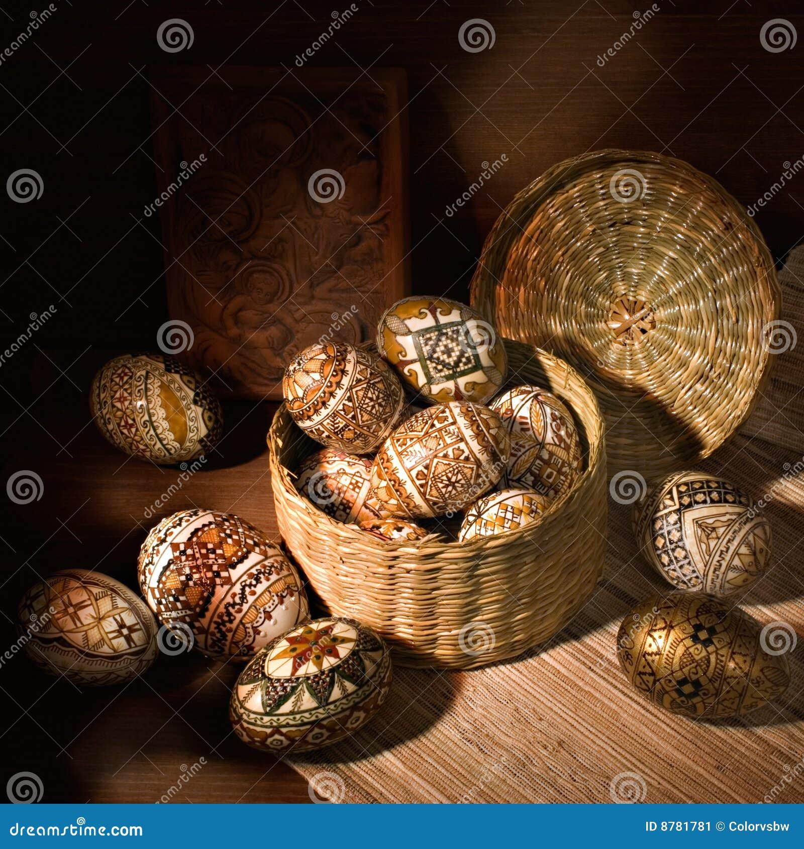 Oeuf de pâques décoré roumain fabriqué à la main