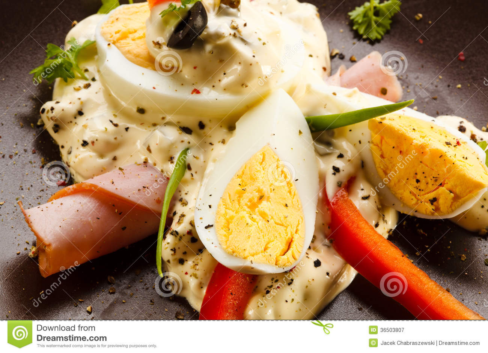 Oeufs à la coque avec la mayonnaise