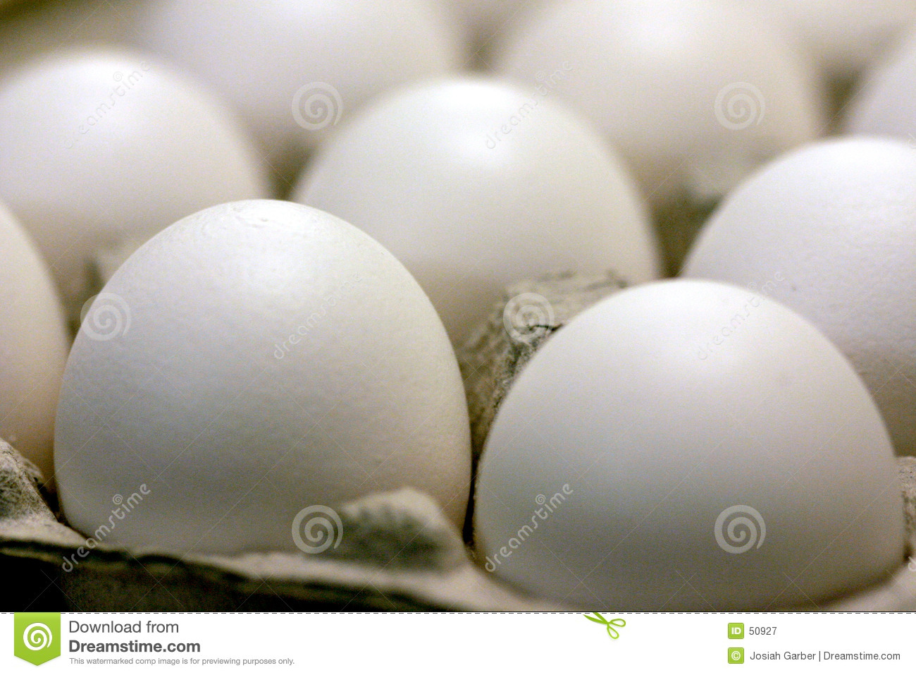 Download Oeufs image stock. Image du breakfast, blanc, rond, carton - 50927