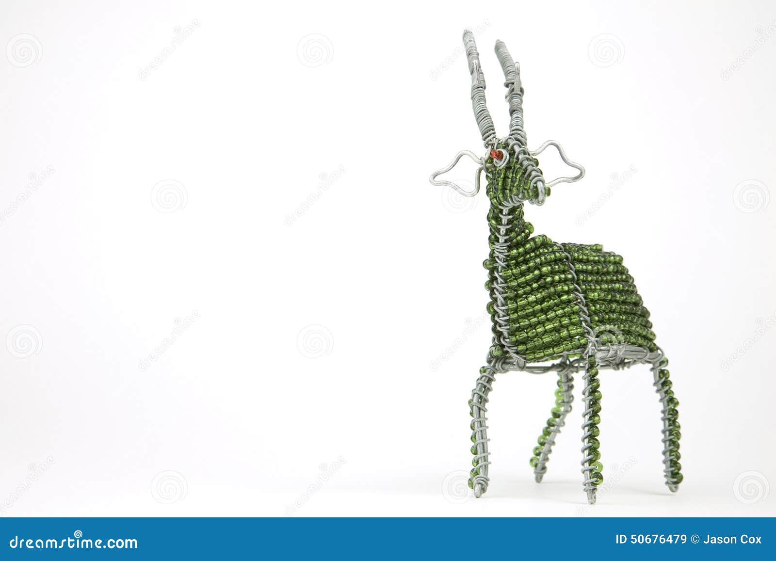 Ofício animal africano prendido e perlado de um fanfarrão isolado em um wh