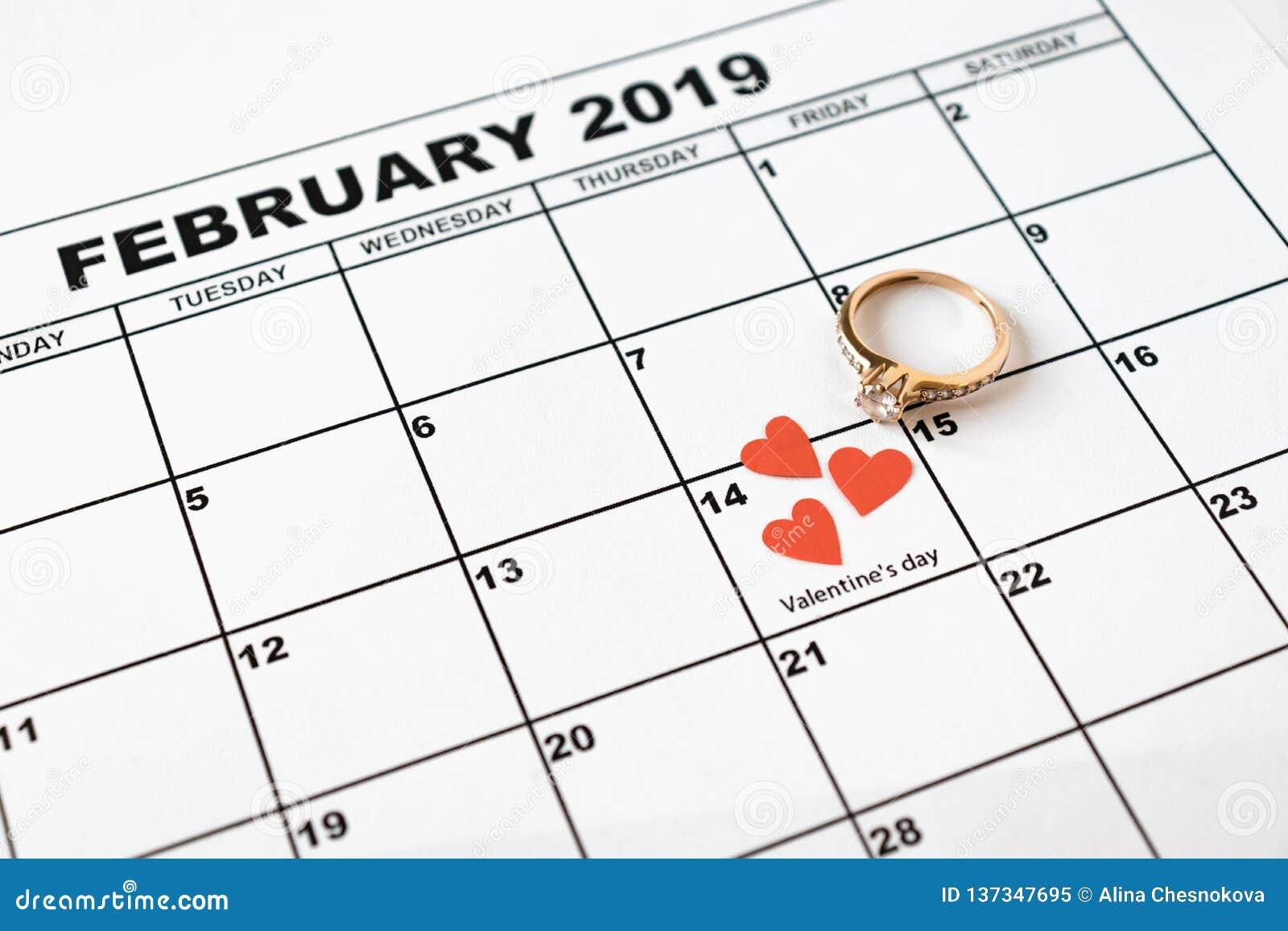 Ofereça casar-se O dia de Valentim, o 14 de fevereiro no calendário