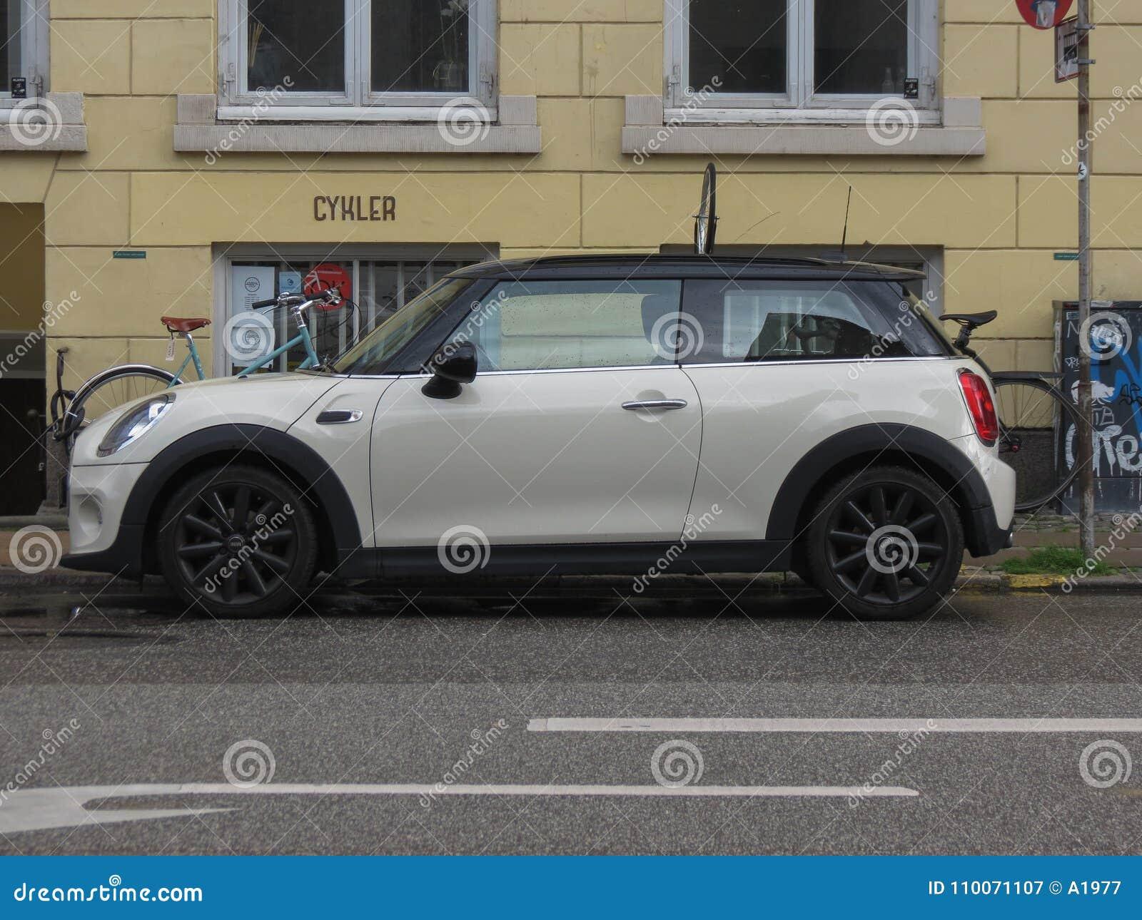 Wonderbaarlijk Off White Mini Cooper In Copenhagen Editorial Photography - Image GU-08