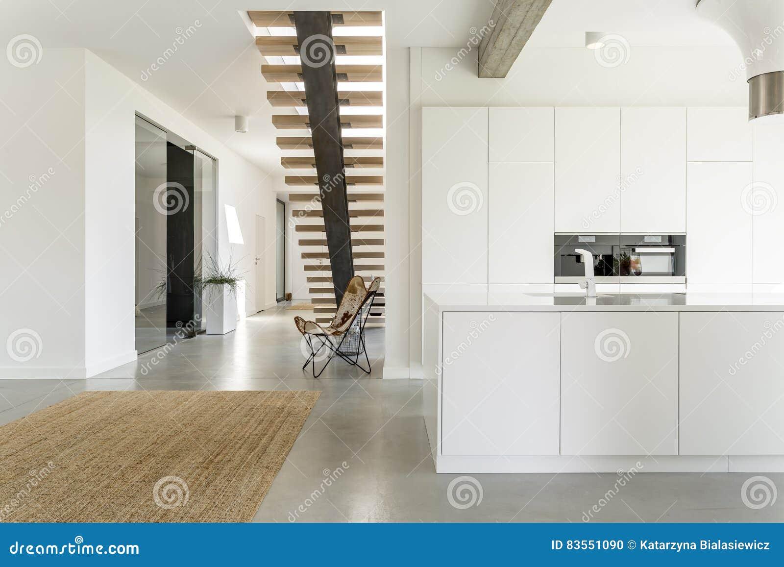 Offene Kuche Des Weiss Stockfoto Bild Von Haus Hell 83551090
