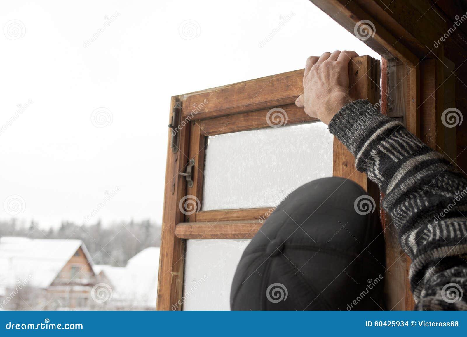 offenes fenster im winter stockfoto bild von arbeiter 80425934. Black Bedroom Furniture Sets. Home Design Ideas