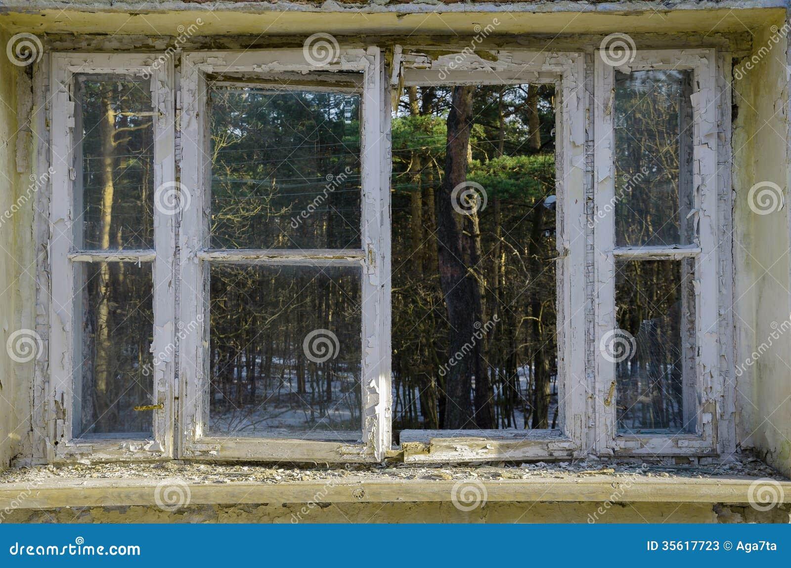 Offenes fenster von außen  Offenes Fenster - Von Der Außenseite Oder Von Innen Stockfotos ...
