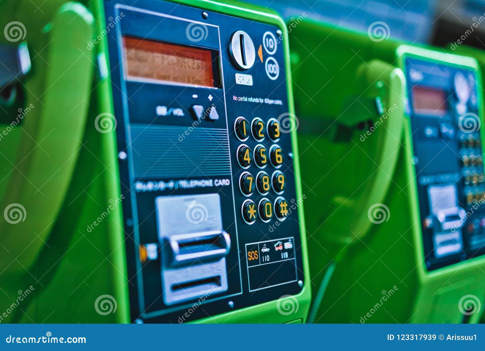 Offentlig telefon för mellanläggsmyntgräsplan