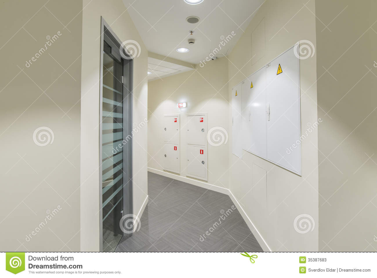 office interior stock image image of entrance floor 35387683 rh dreamstime com