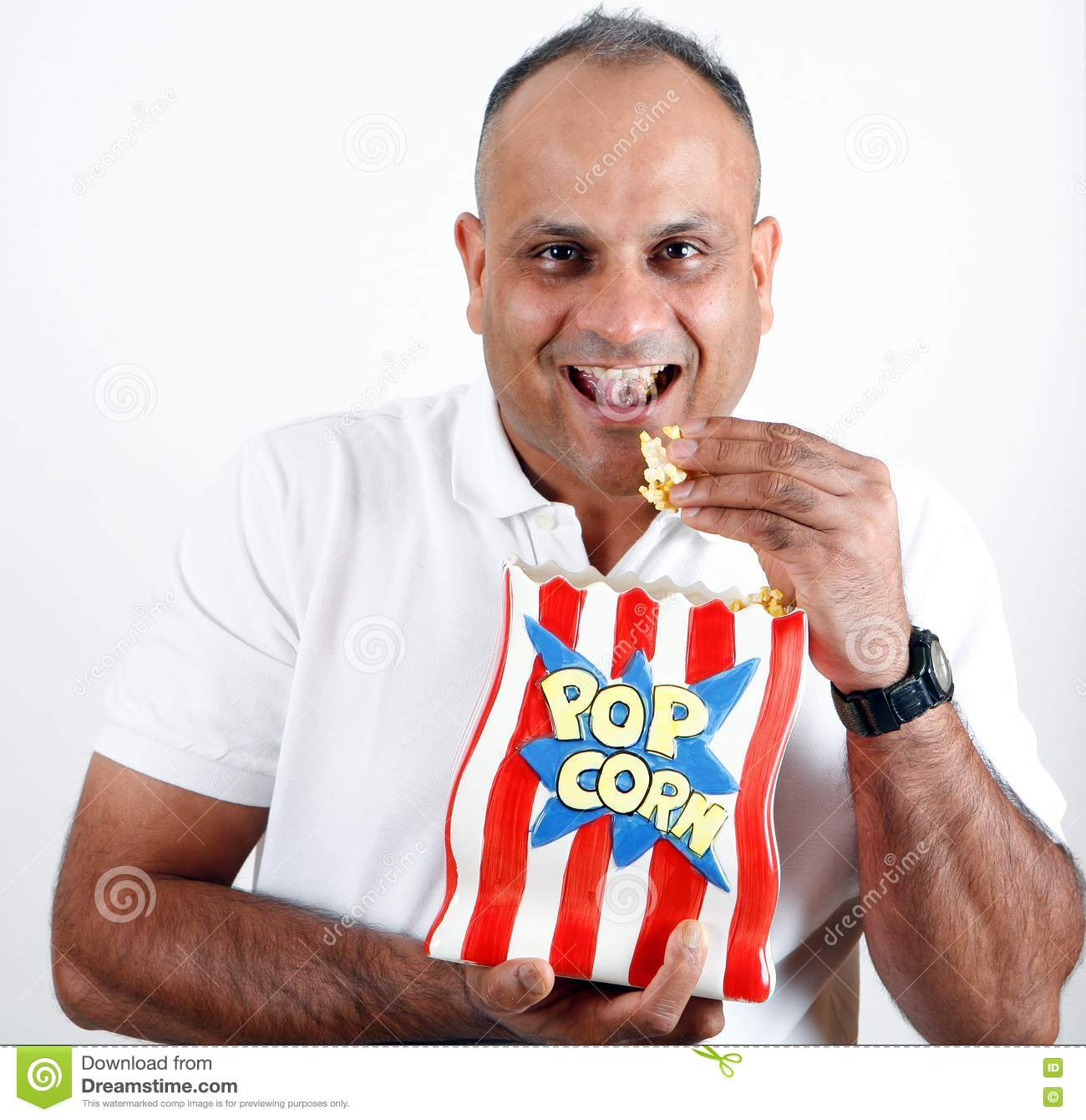 office-worker-eating-popcorn-15568428.jp