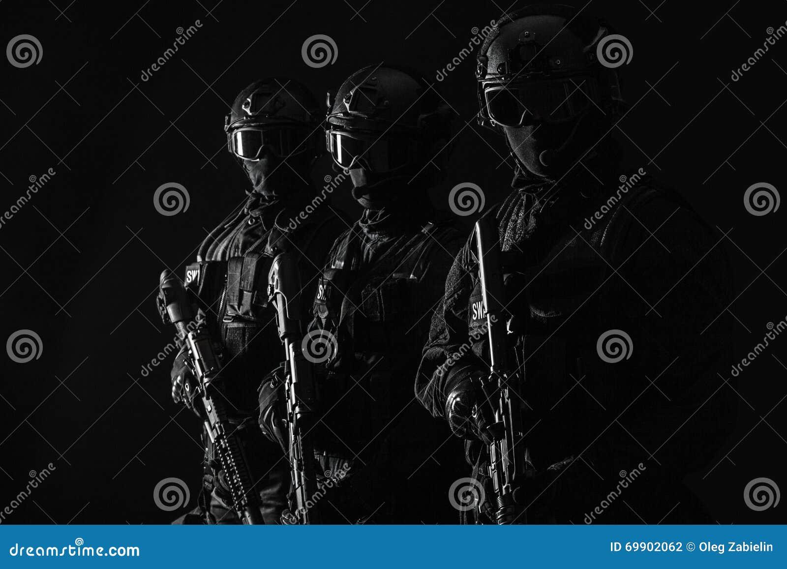 OfficersSWAT de la policía de los ops de espec.