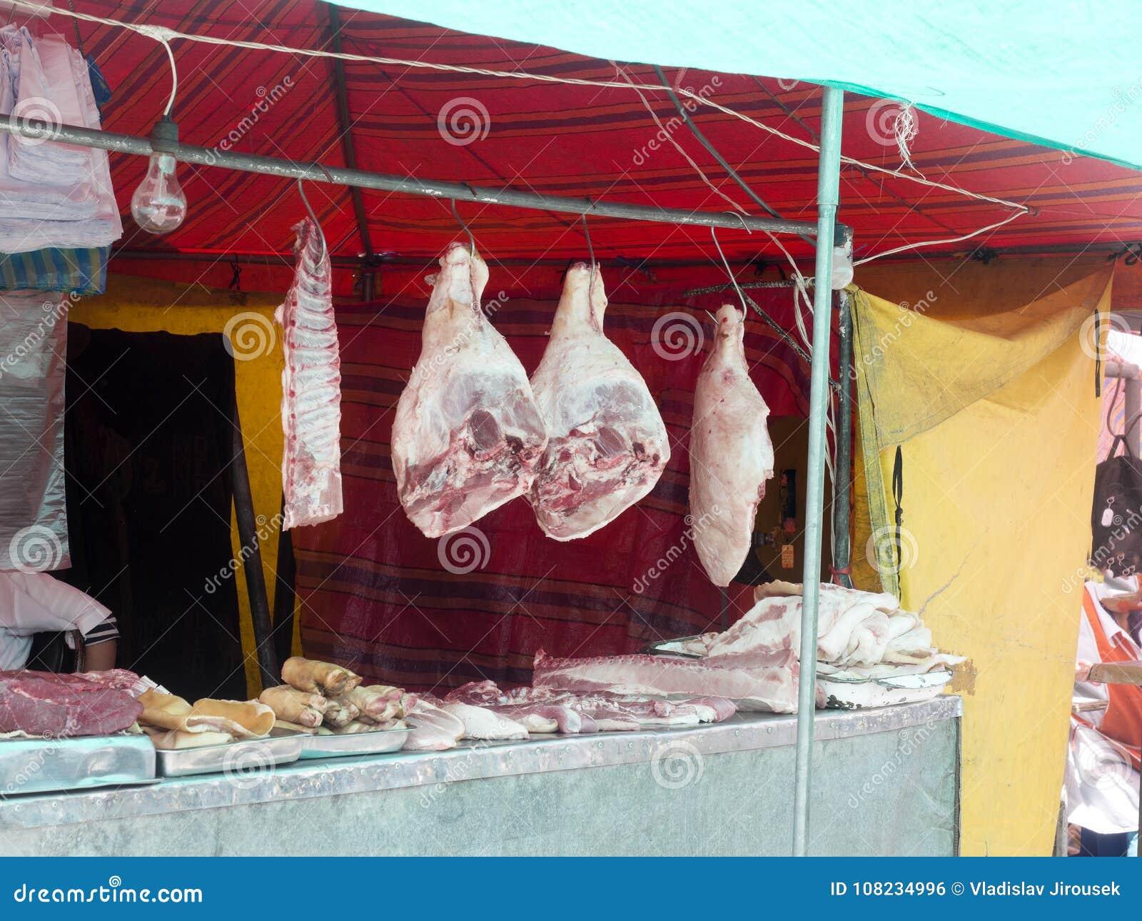 Offre riche de viande, marché de Quito, Equateur