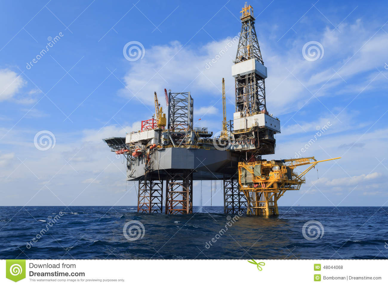 Offshore-Jack Up Drilling Rig Over die Förderplattform