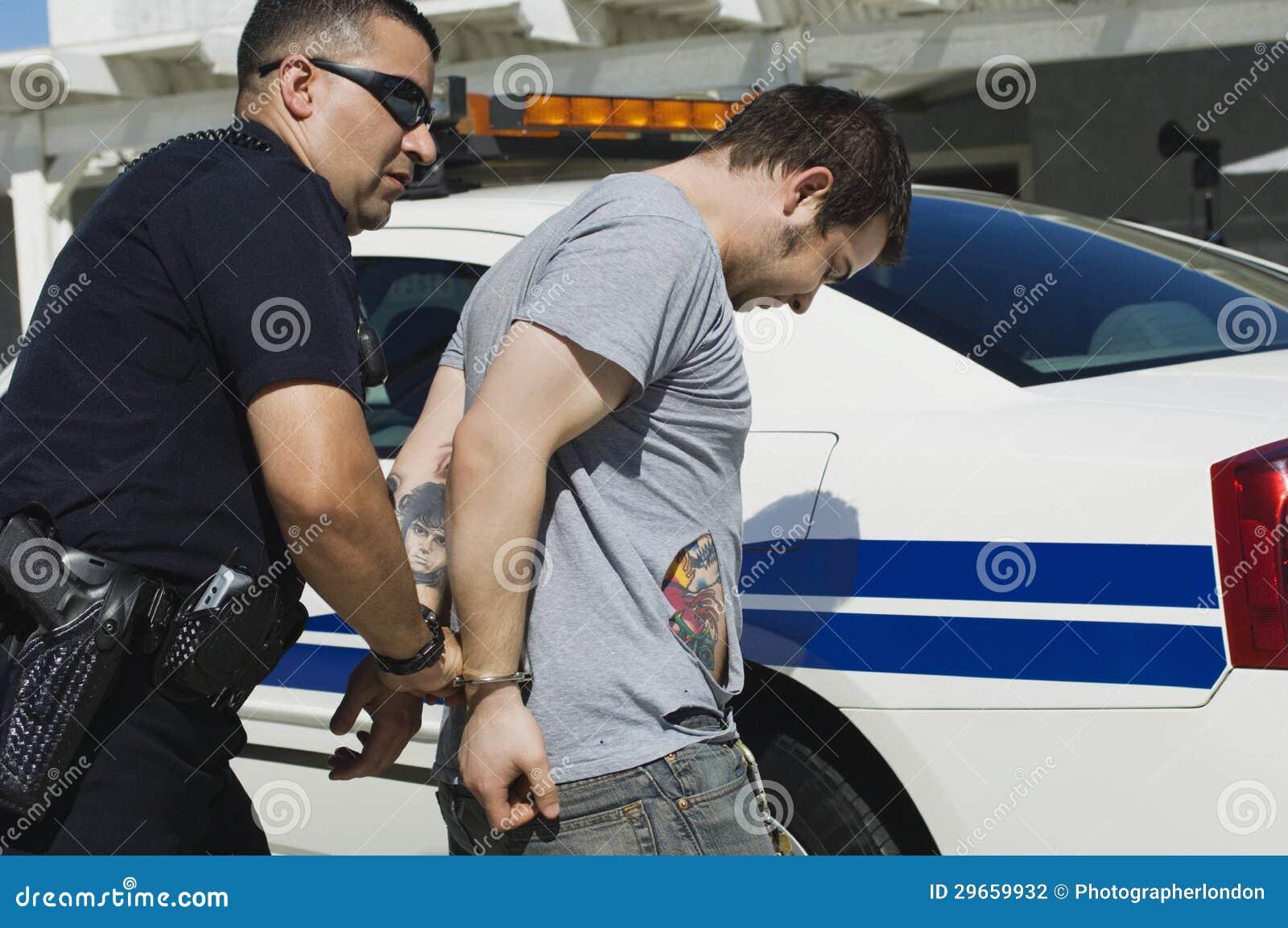 Oficial Arresting Drug Dealer