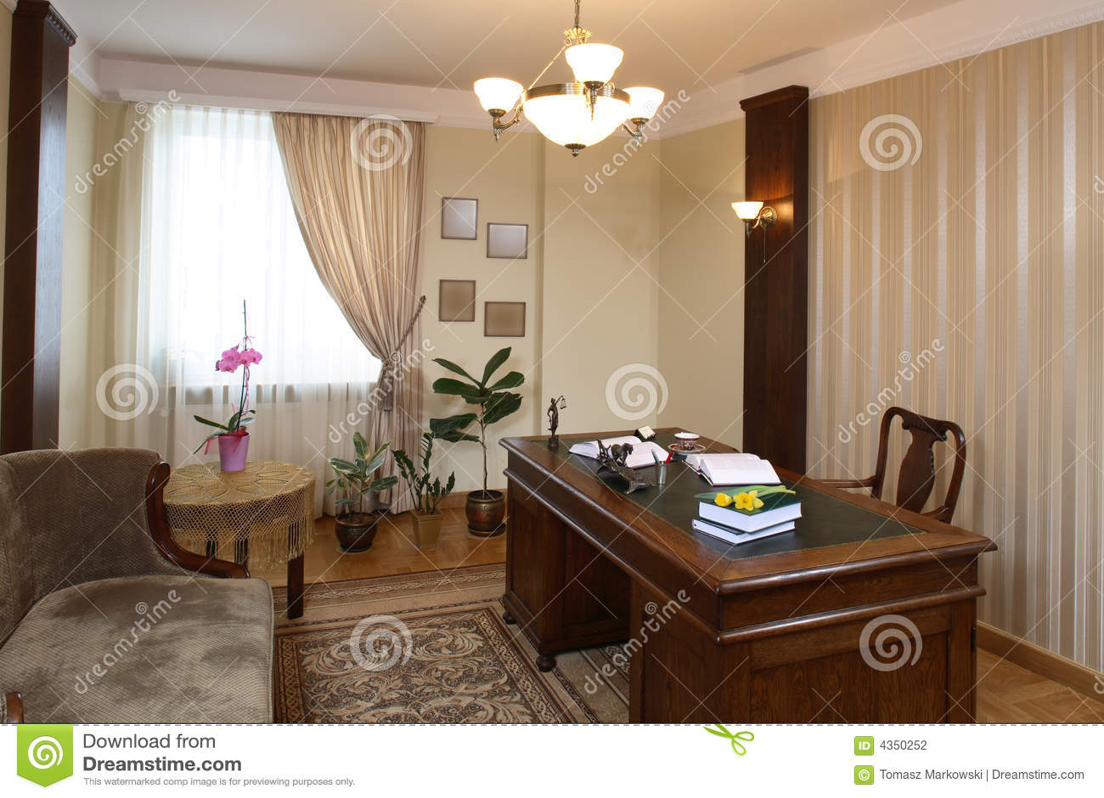 Oficina de abogado foto de archivo imagen de cl sico for Escritorio de abogado