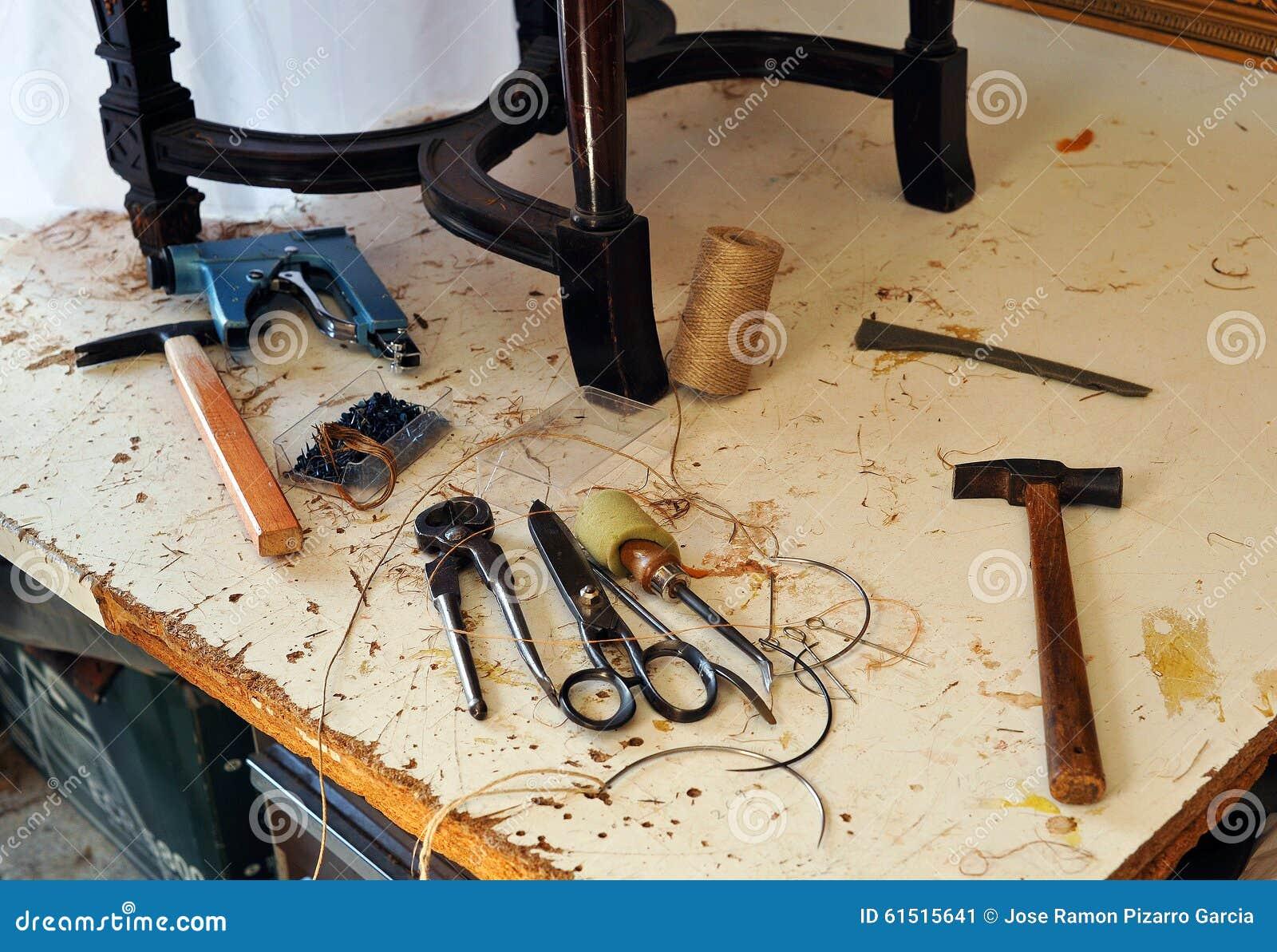 Oficina do estofador bancada com ferramentas imagem de - Talleres de tapiceria ...