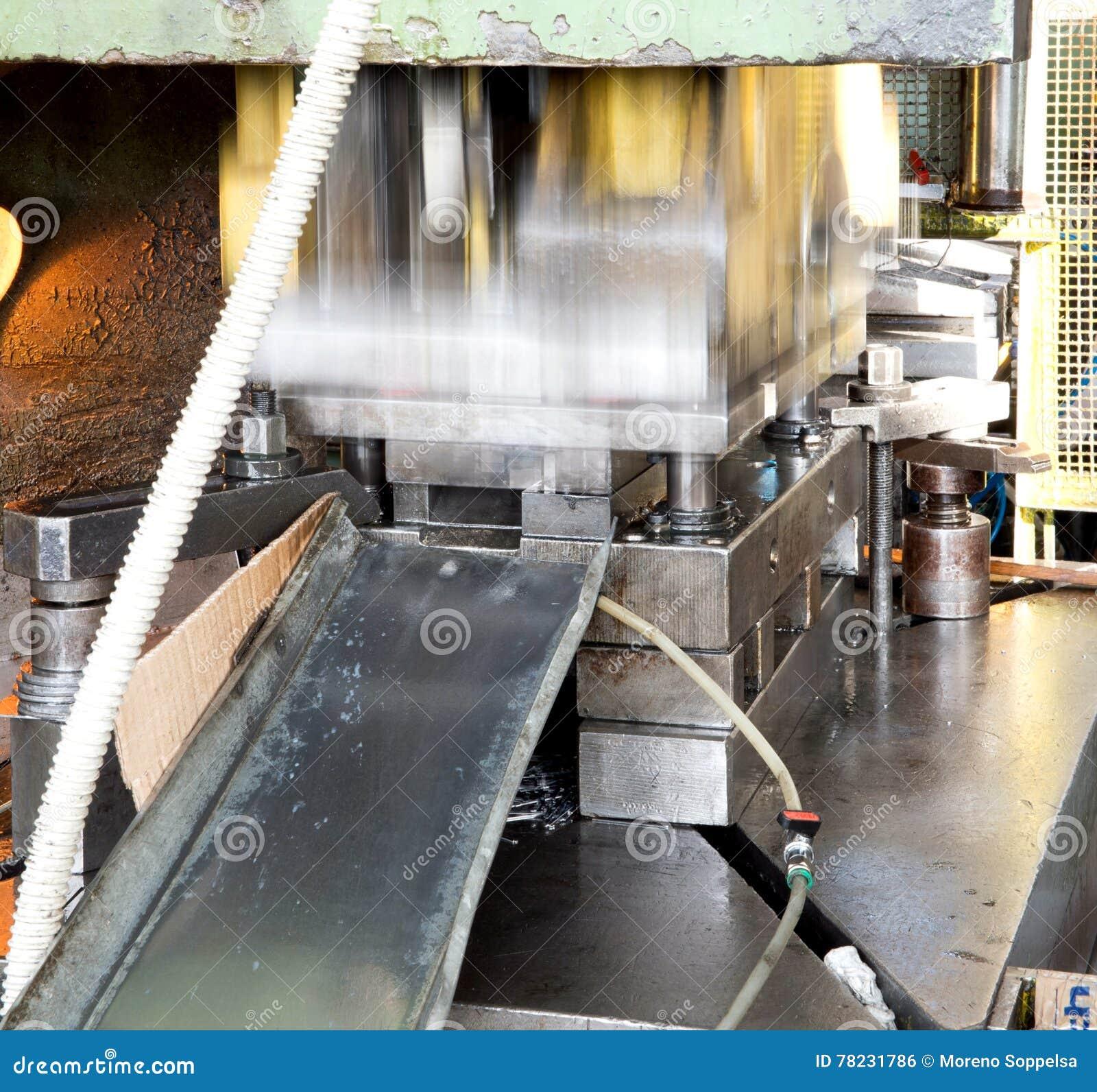 Oficina - imprensa de formação do metal