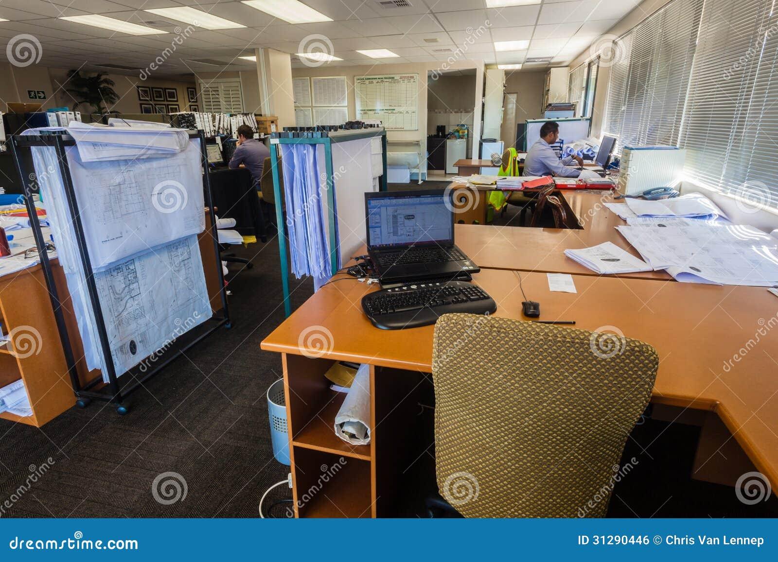 Oficinas de dibujos de funcionamiento de los arquitectos for Ordenadores para oficina