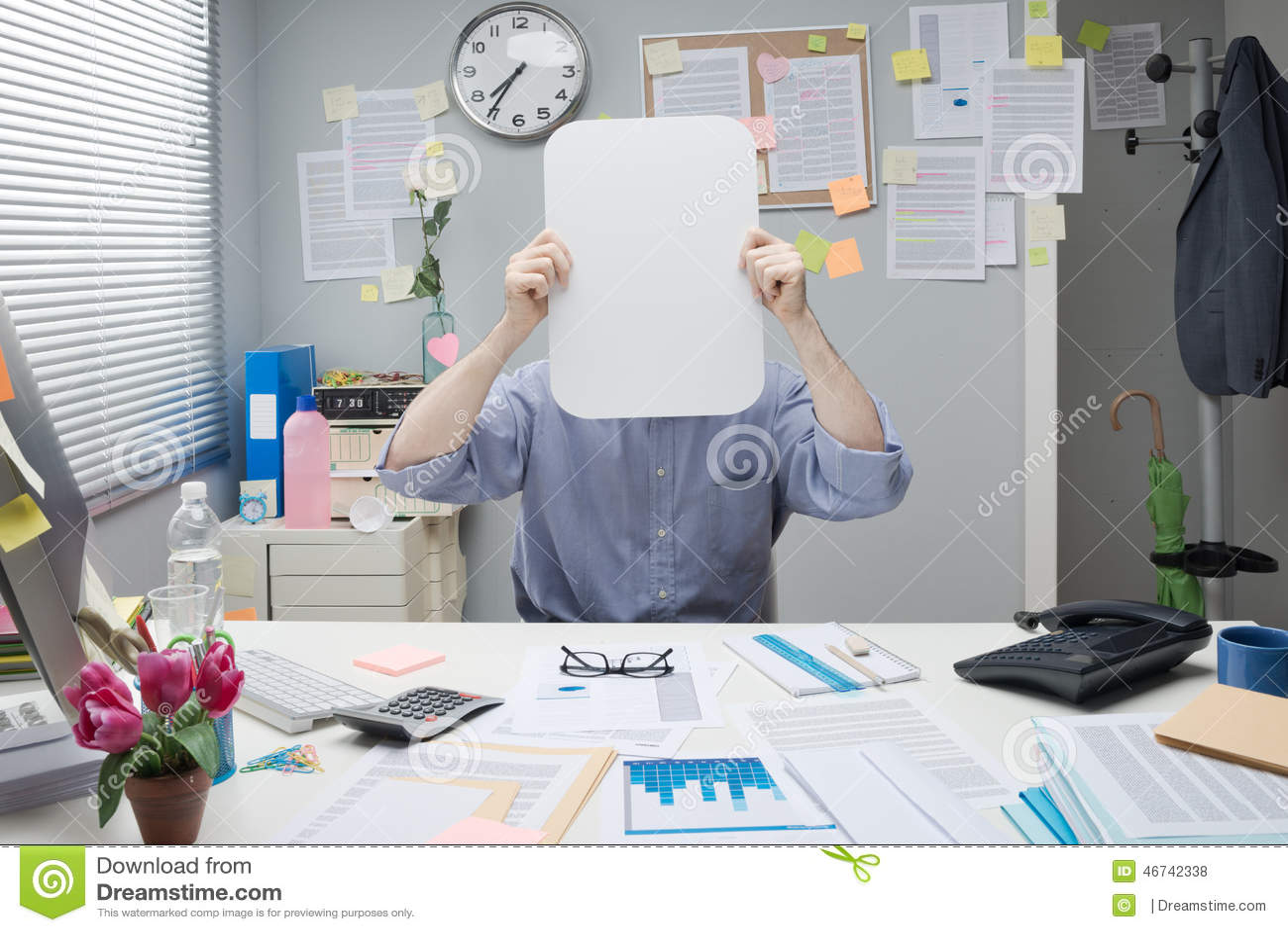 Oficinista con la muestra en blanco foto de archivo for Follando a la oficinista