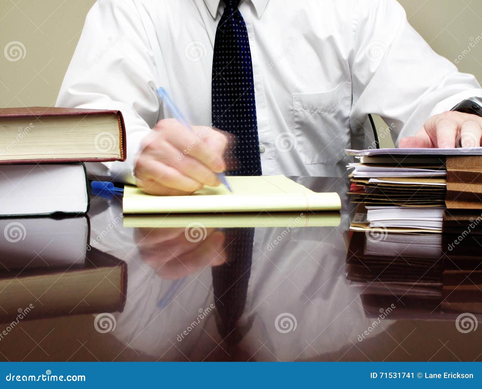 Oficinista en el escritorio