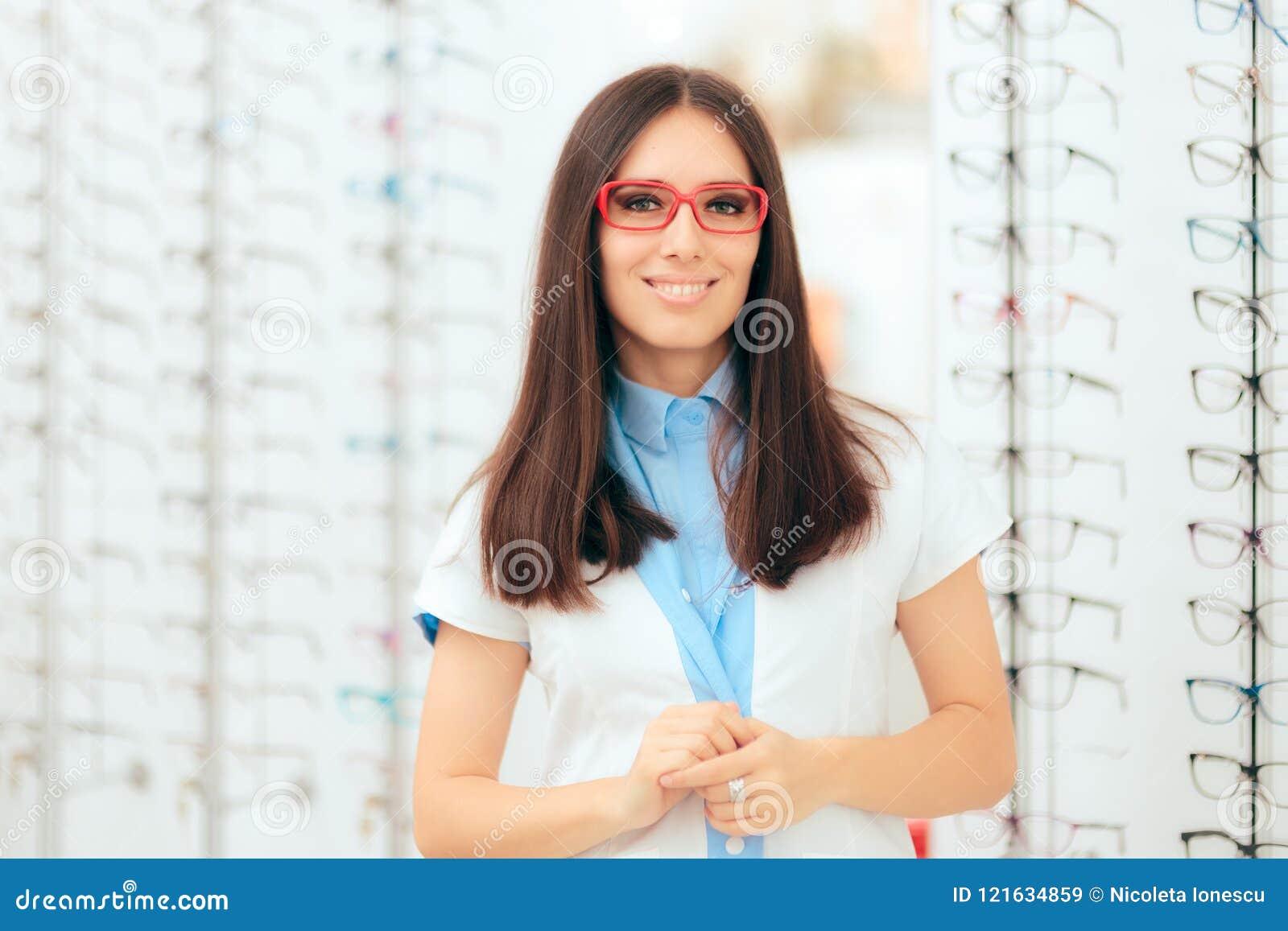 Oftalmologista Femea Eye Care Specialist Na Loja Otica Moderna Imagem De Stock Imagem De Otica Femea 121634859