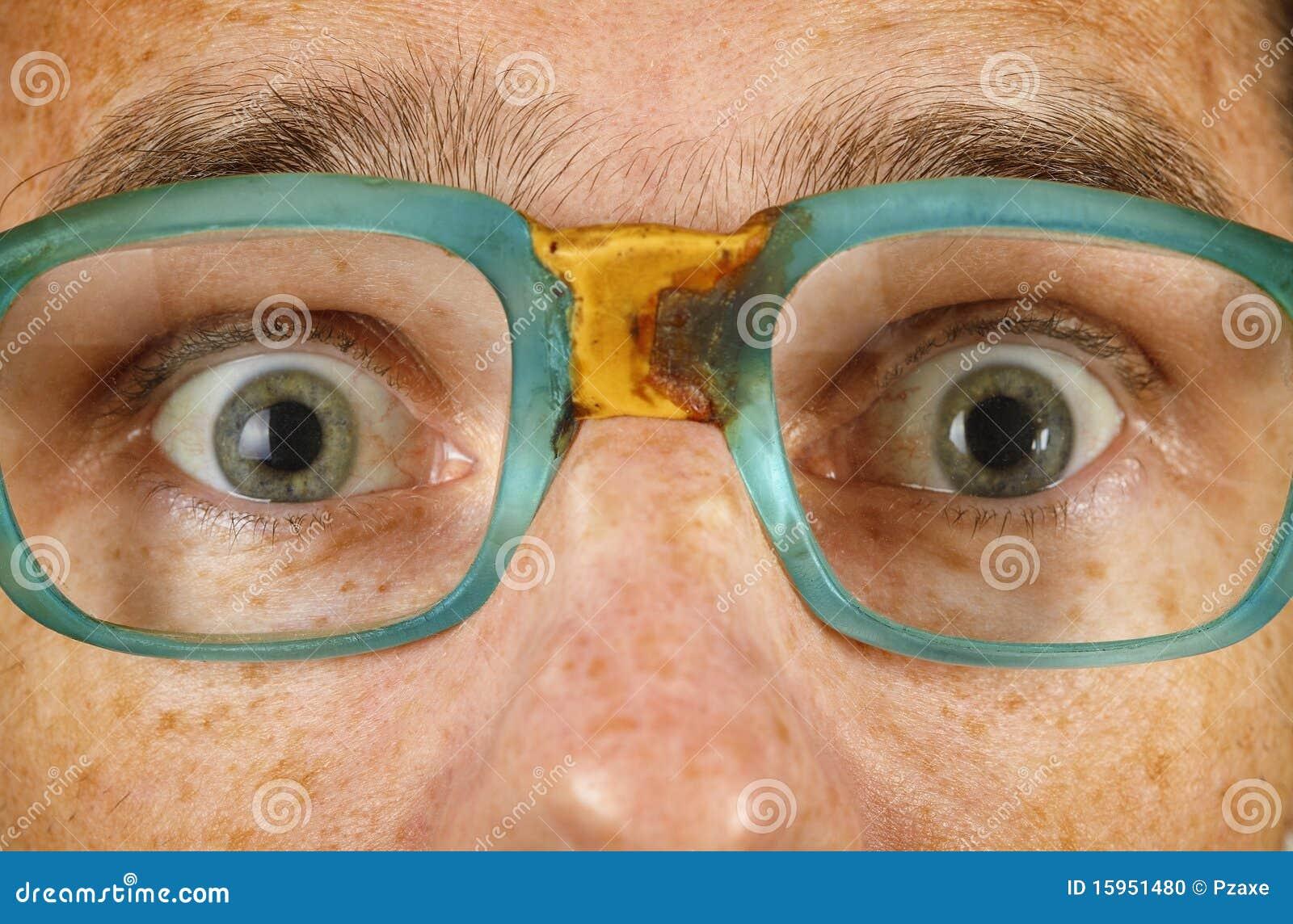 Ogen van verraste persoon in oude bril stock foto afbeelding 15951480 - Ogen grappig ...
