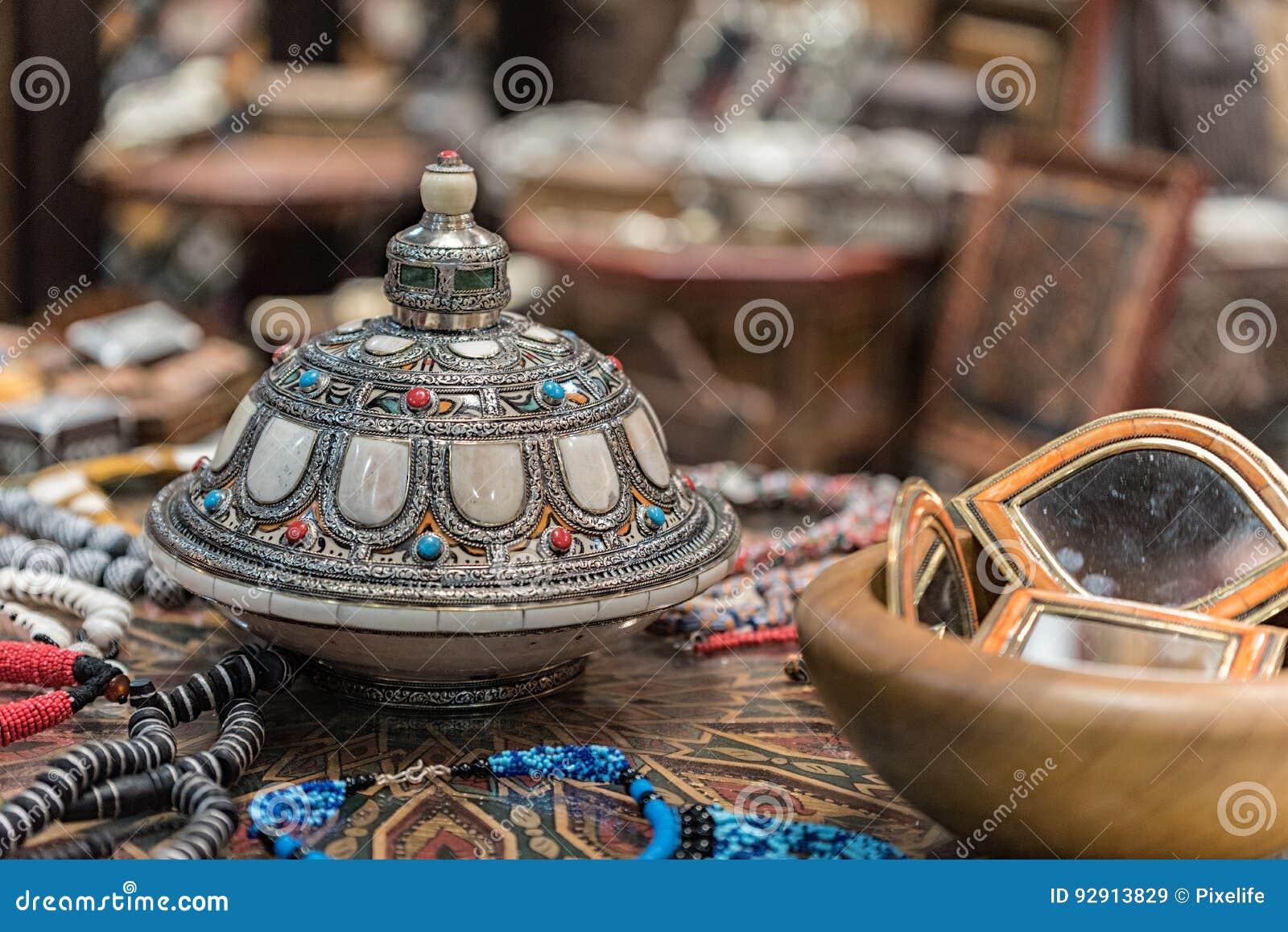 Oggetti Tipici Del Marocco.Oggetti Del Marocco Immagine Stock Immagine Di Umano 92913829