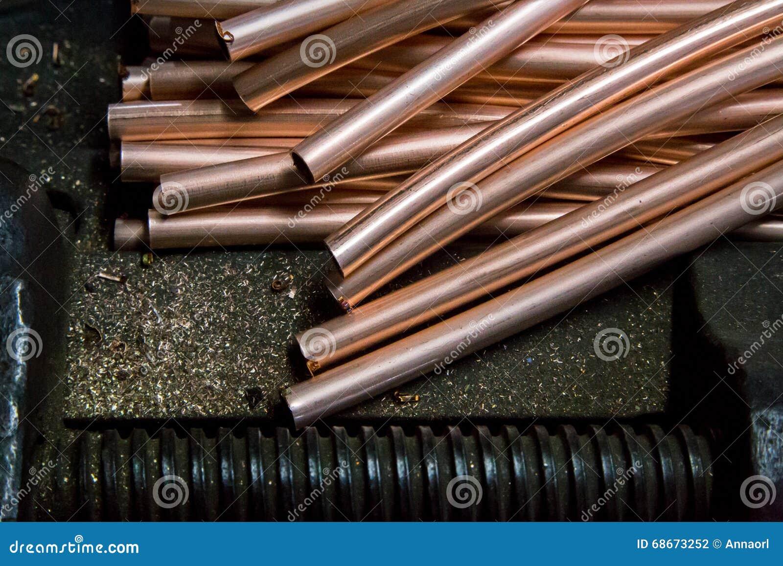 Oggetti del tubo di rame fotografia stock immagine di for Miglior isolamento del tubo di rame